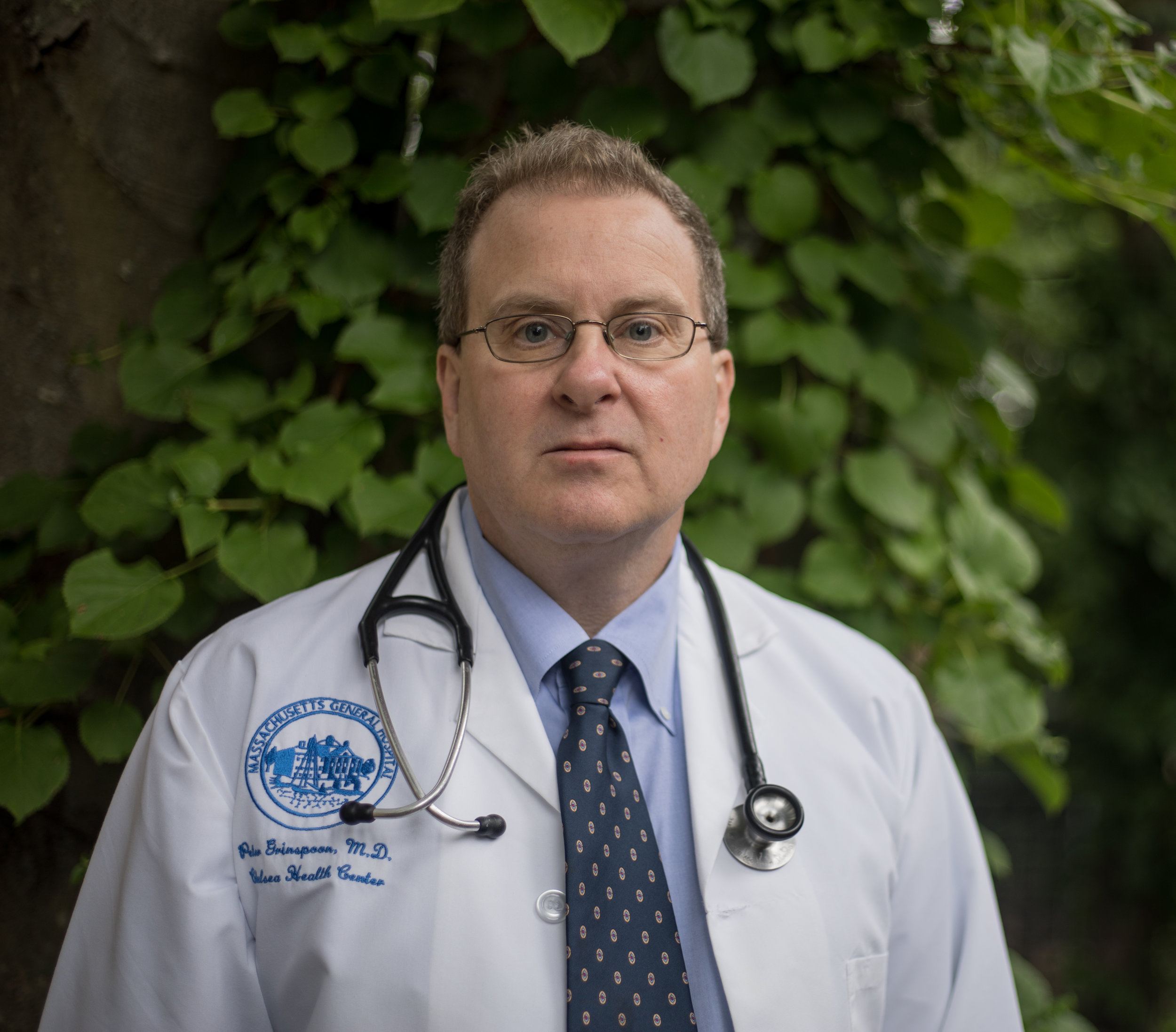 Today's guest: Dr. Peter Grinspoon - Peter Grinspoon, M.D. is a primary care physician and cannabis practitioner at Massachusetts General Hospital and an Instructor at Harvard Medical School. He is a board member of the advocacy group Doctors For Cannabis Regulation. He spent two years as an Associate Director of the Massachusetts Physician Health Service helping physicians with addiction and mental health issues. He is the author of the memoir 'Free Refills: A Doctor Confronts His Addiction'