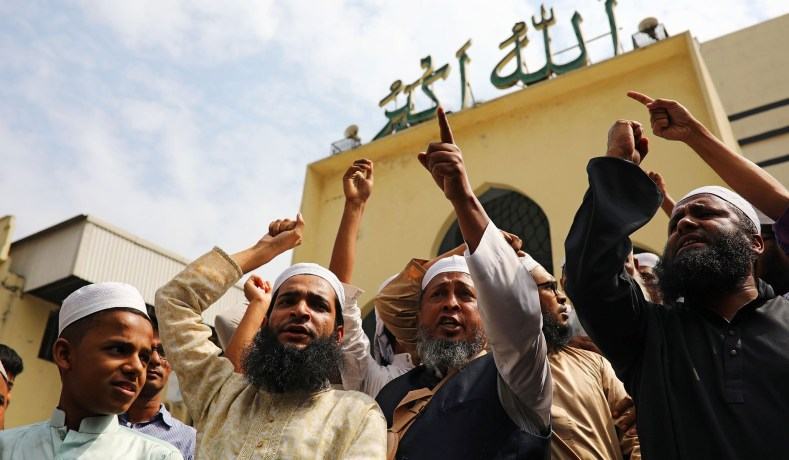 Muslims shout slogans as they condemn the Christchurch mosque attack in New Zealand, after Friday prayers at the Baitul Mukarram National Mosque in Dhaka, Bangladesh, March 15, 2019. (Mohammad Ponir Hossain/REUTERS)