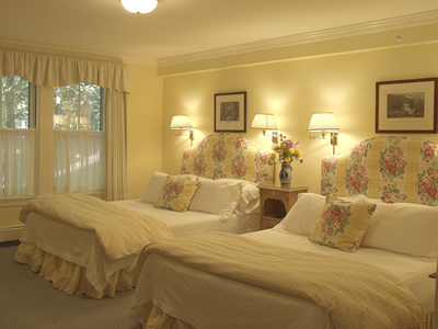 Double Queen Suite, private bath for 2-3 students