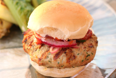 Feta and Herb Chicken Burgers | Wannabeelicious