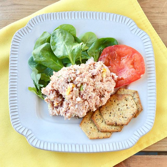 Who has leftover ham from #Easter?? 🙋🏻‍♀️ Today I posted my mom's ham salad #recipe so you can fill your lunch box all week long with these yummy leftovers.  It's so simple to throw together!  Head to the link in my profile to get the full recipe.  #yum #paleo #ham #easterham #hamsalad #homemade #cook #momsrecipe #recipes #nutritionaltherapy #nutritionaltherapist #mealprep #foodprep #grainfree #glutenfree #dairyfree #leftovers #lunchbox