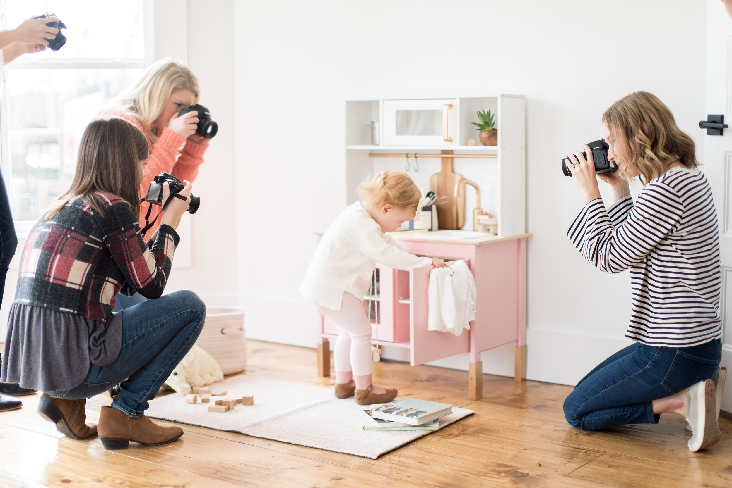 Moms and beginners practicing manual mode photography on their DSLR cameras at  Kindred Photography Workshops , Photo by  Kacey Gilpin