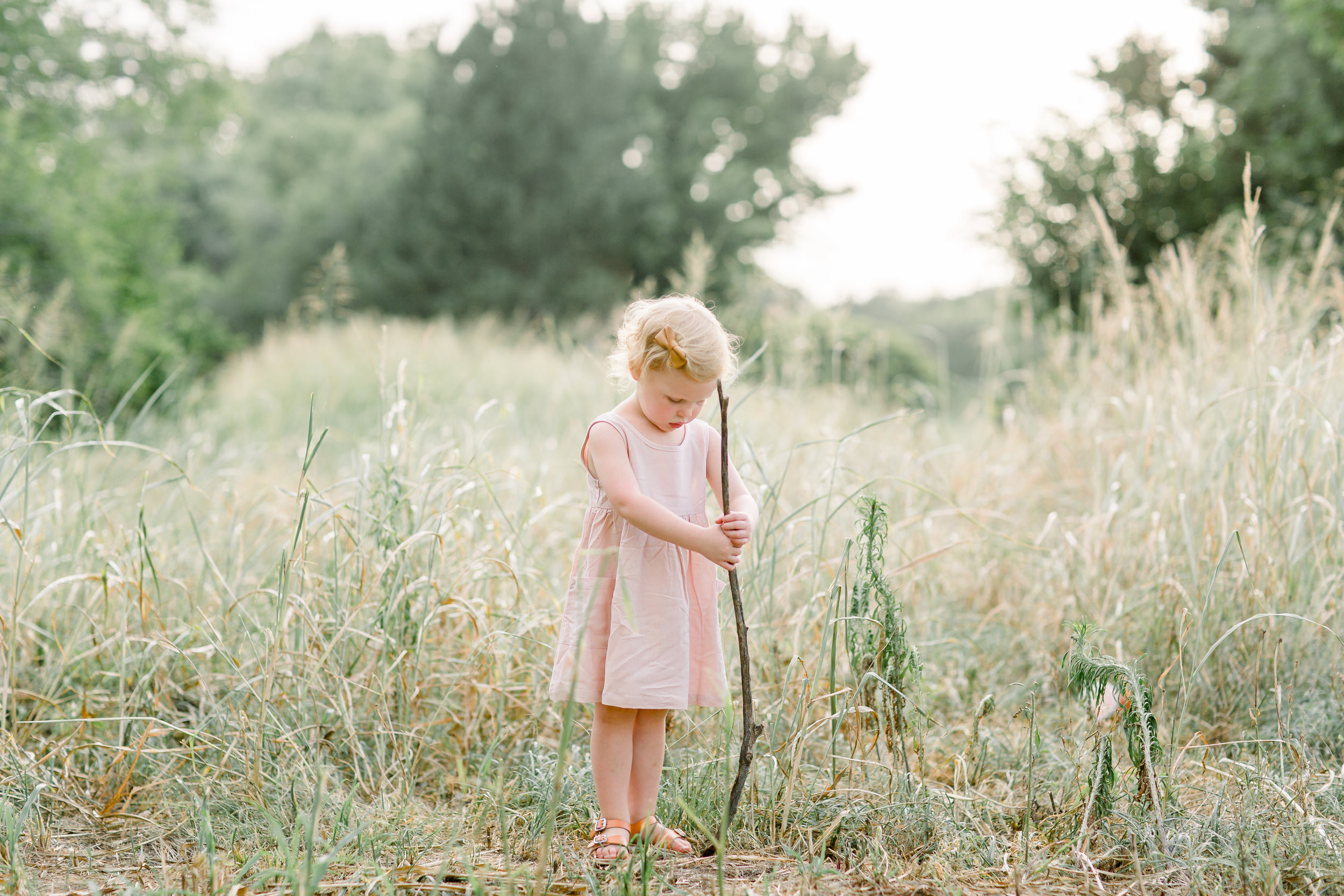 "#3 Give Them an Activity to Do, ""Tips for Photographing Your Kids in Candid, Everyday Moments,""  by  Kindred Photography Workshops , photo by  Hazel and Haze Photography"