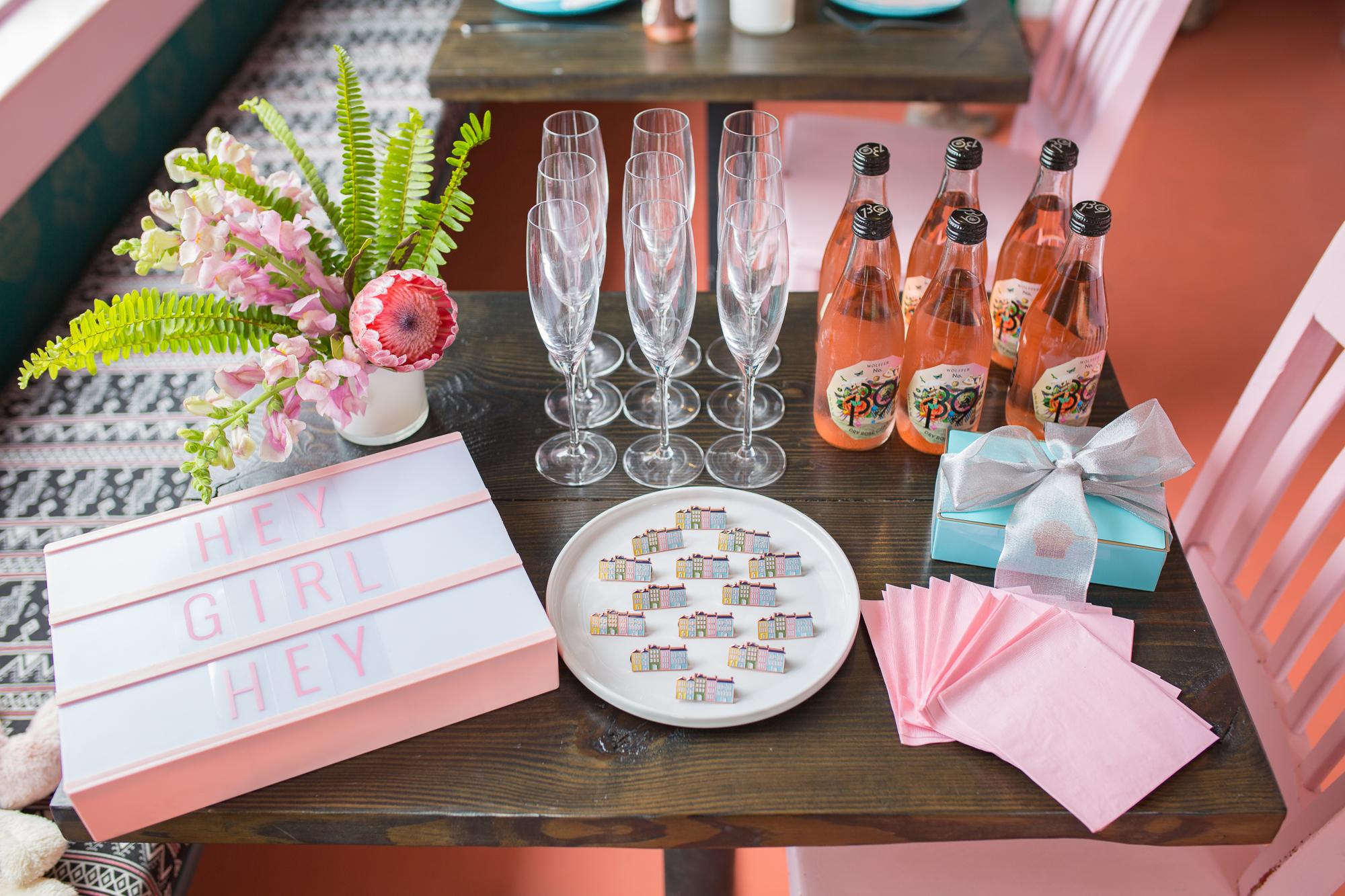 party favor table decor
