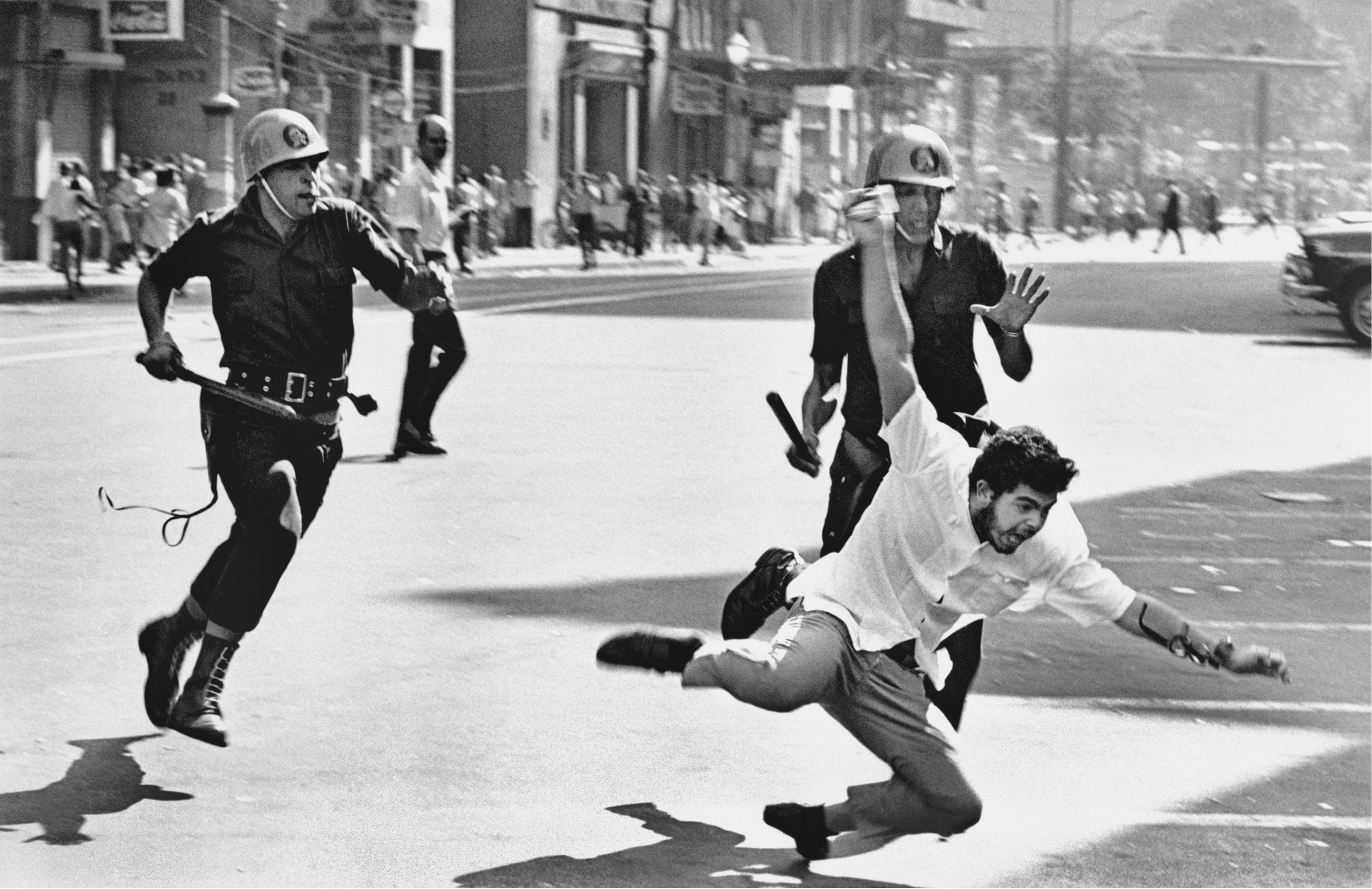 Evandro Teixeira's famous photo of student protests of 1968.