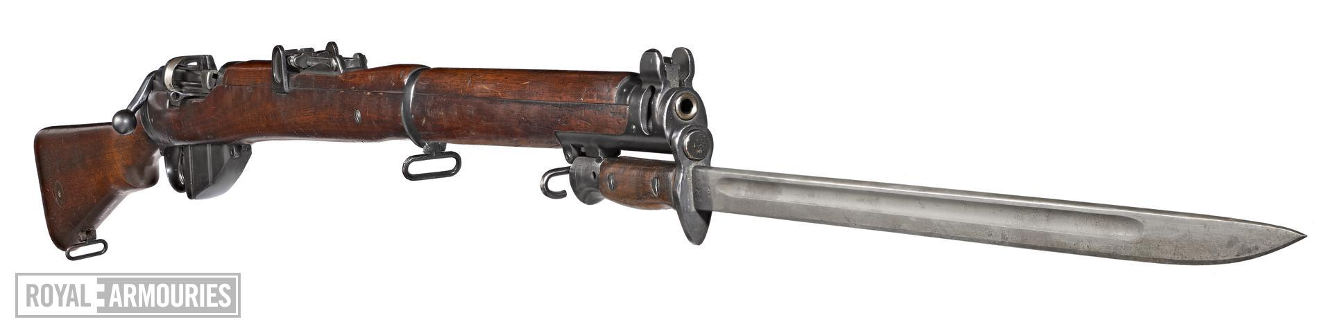 Short, Magazine Lee Enfield (SMLE) rifle and Pattern 1907 bayonet (1903).jpg