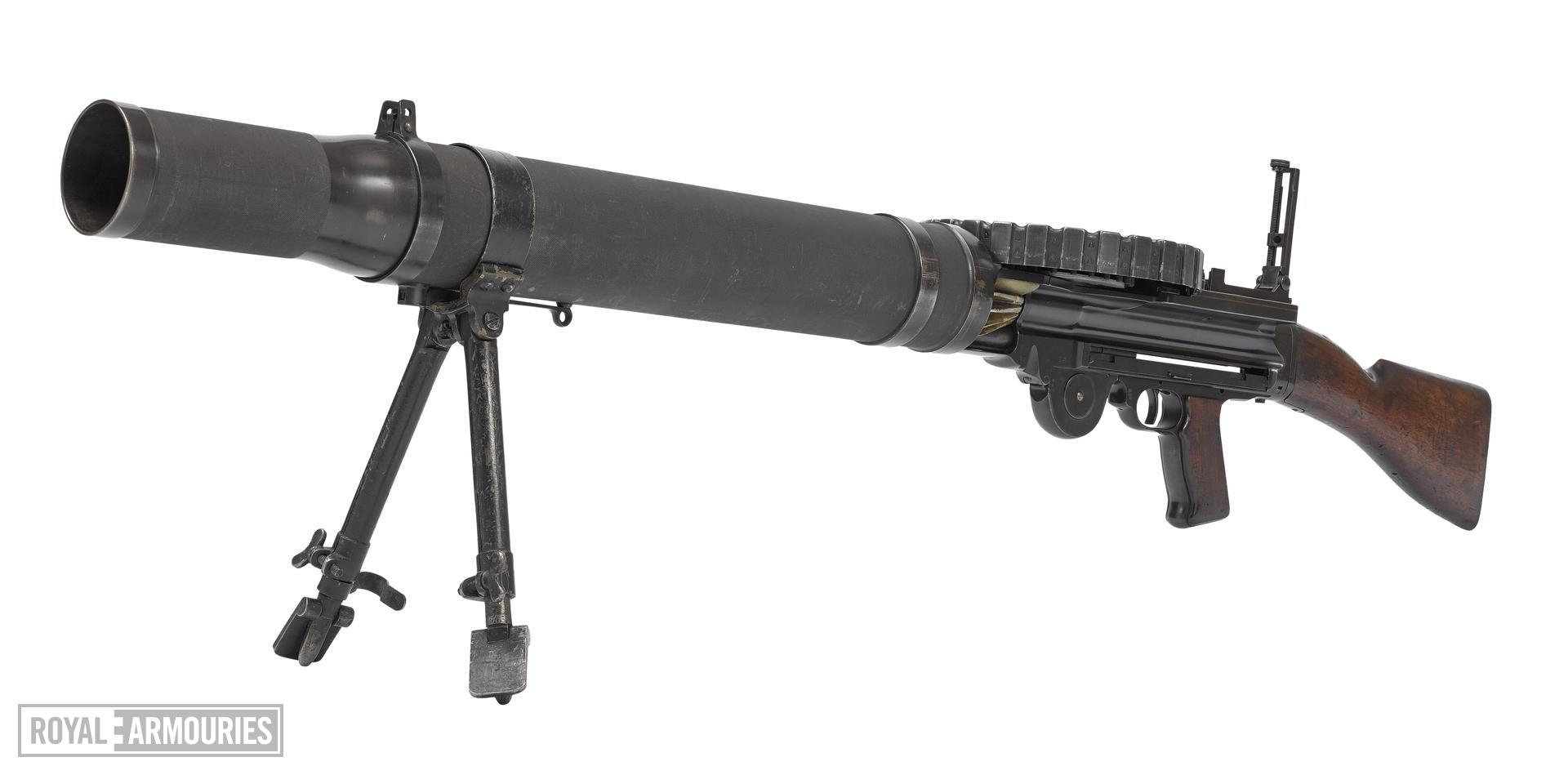 Centrefire automatic light machine gun - Lewis Mk.I (about 1916).jpg