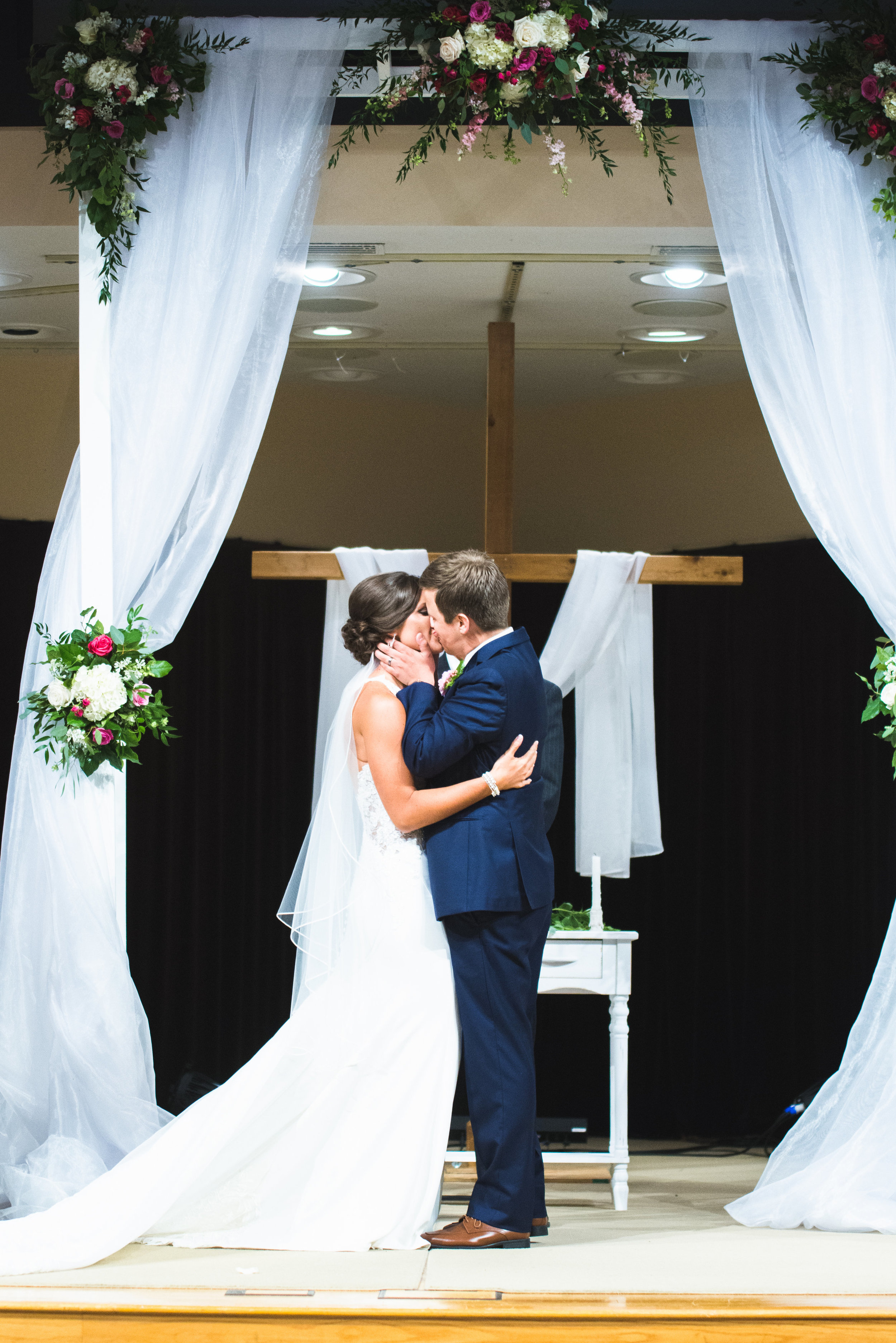 """Courtney + Luke - """"We had the best time working with Thistles for our wedding. Maggie did an amazing job and helped us have the dream wedding we hoped for. She responded on time to everything, and made sure everything was like my vision!"""" - Courtney W.[Lisa Lytton Photography - 2018]"""