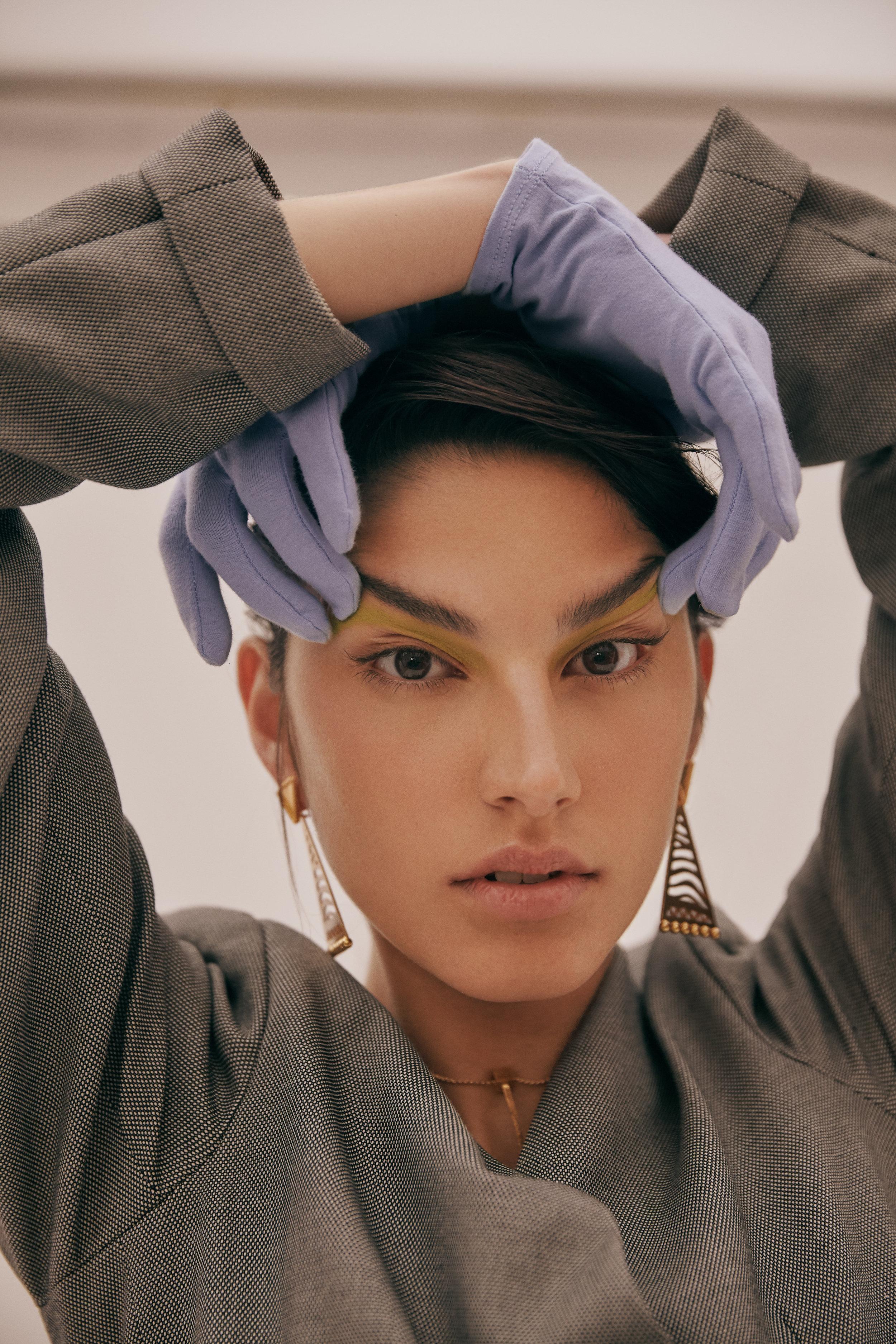 Blazer: MAZ by Manuela Alvarez - Gloves: Anonimo Vintage store - Jewelry: La Sierra Jewelry