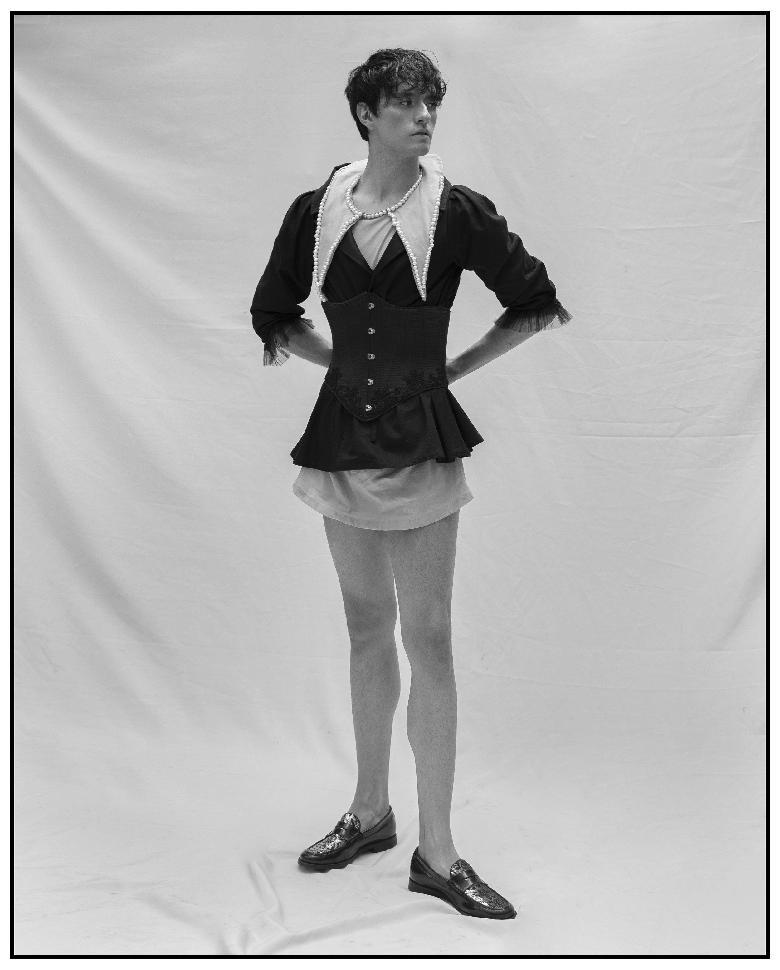 Blouse. Carlo Carrizosa / Peals shirt. Agnes Saint / Corset. VIF Collection