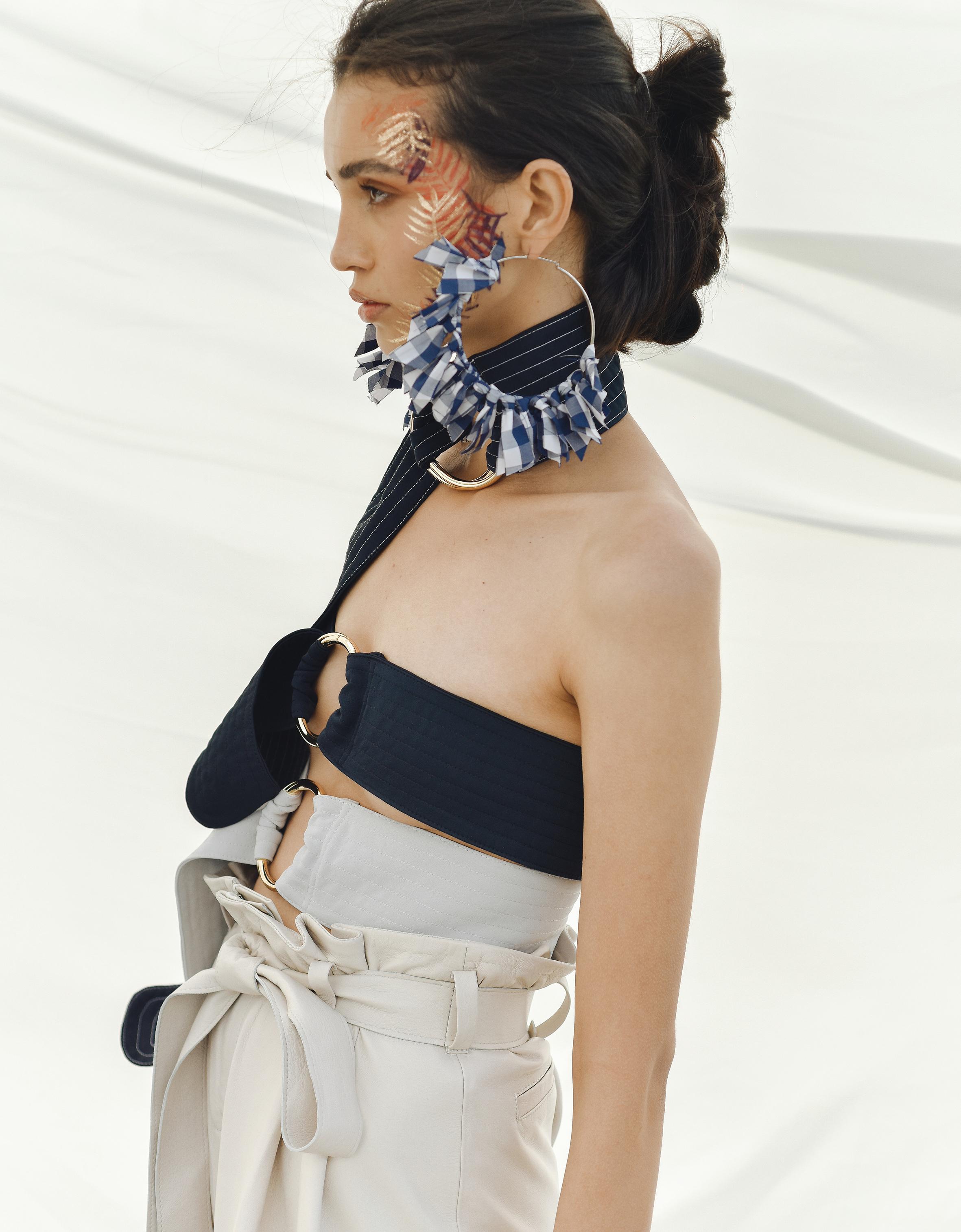 Earrings. Adriana Tavera / Trousers. Andrea Landa  -  Belts. Inés Bellorez, both at Casa Precis.