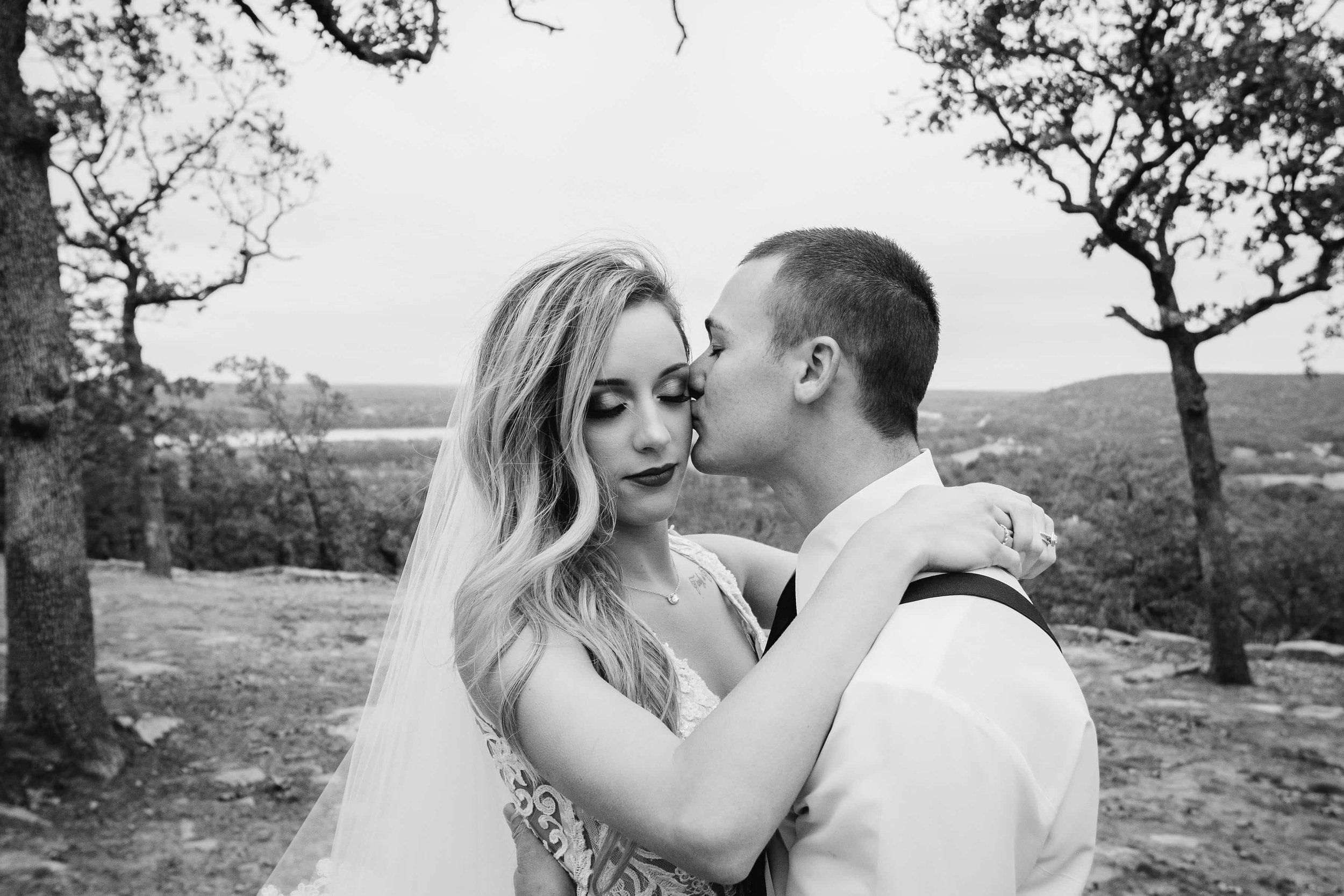 Outdoor Wedding Venue Tulsa 15-min.jpg