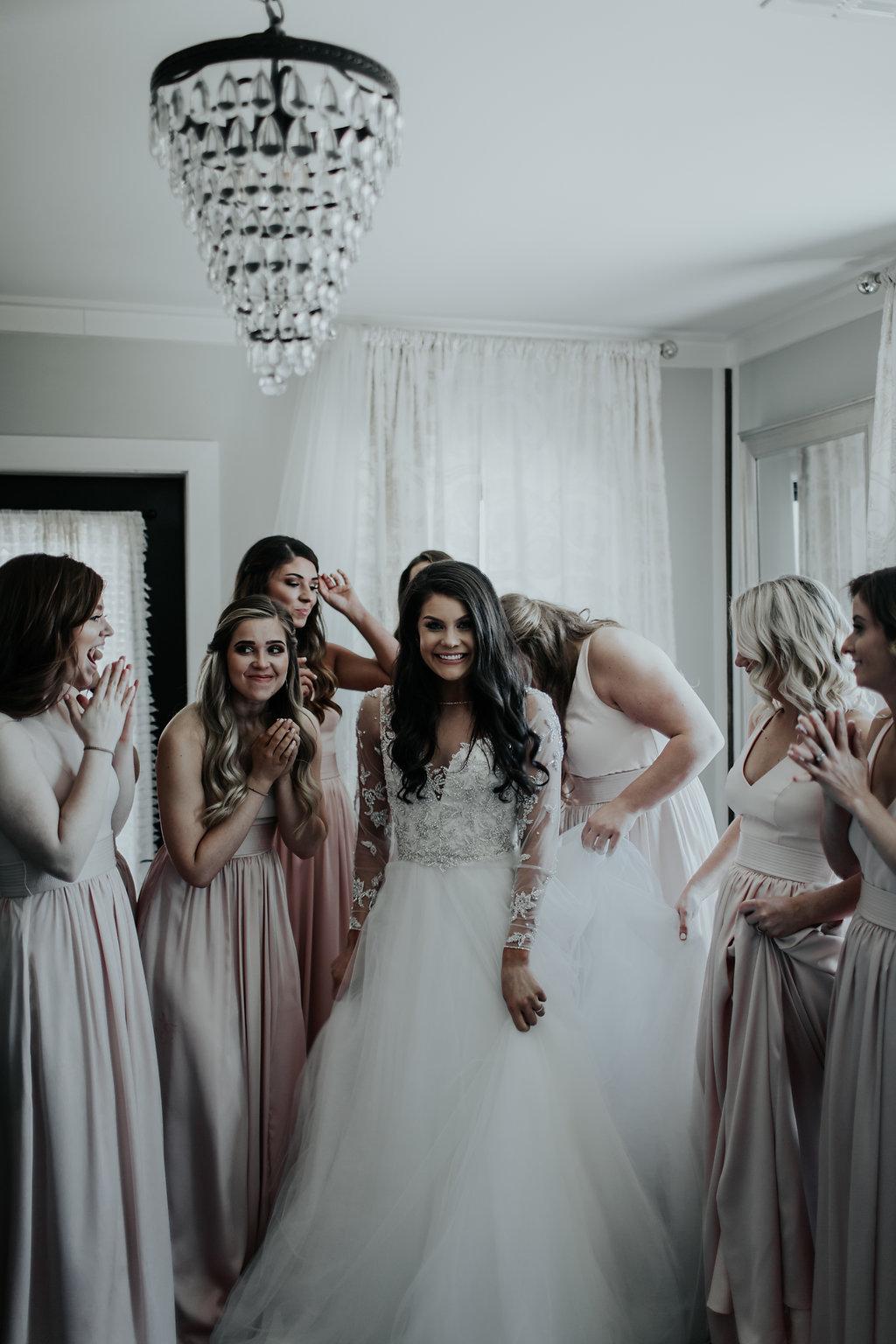 Tulsa Wedding Venue brides room with bridesmaids 1.jpg
