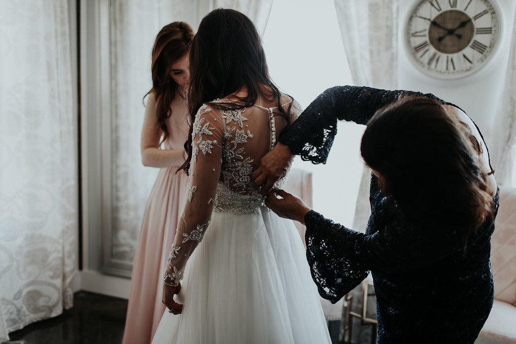 Tulsa Wedding Venue Bride's Room with mom.jpg