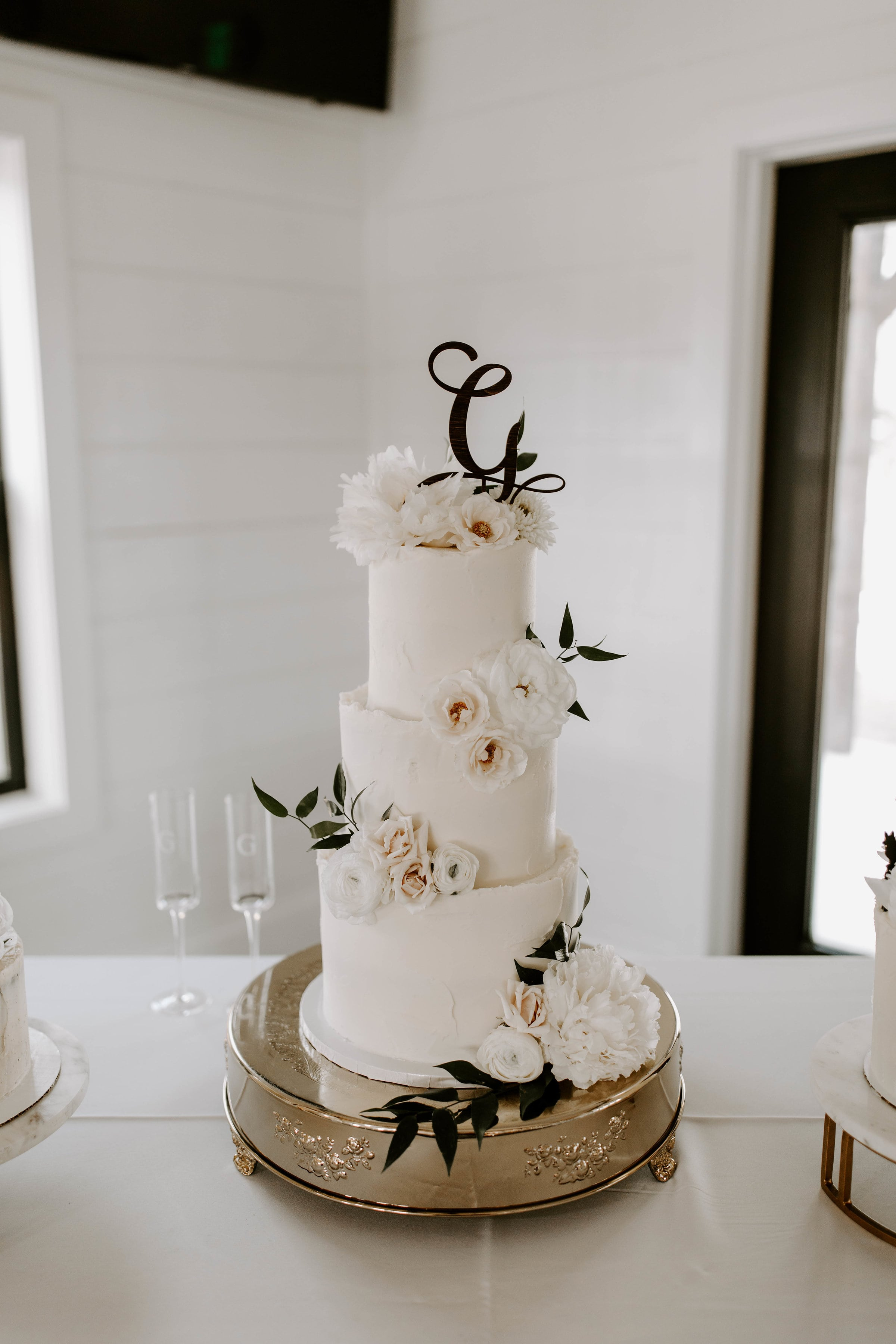 cake table 1-min.jpg