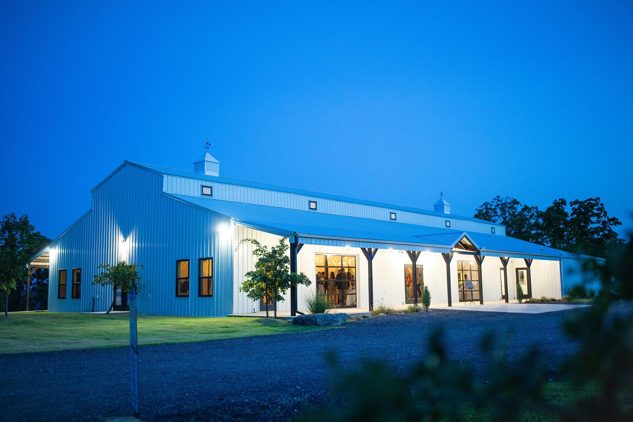 tulsa wedding venue white barn 44.jpg