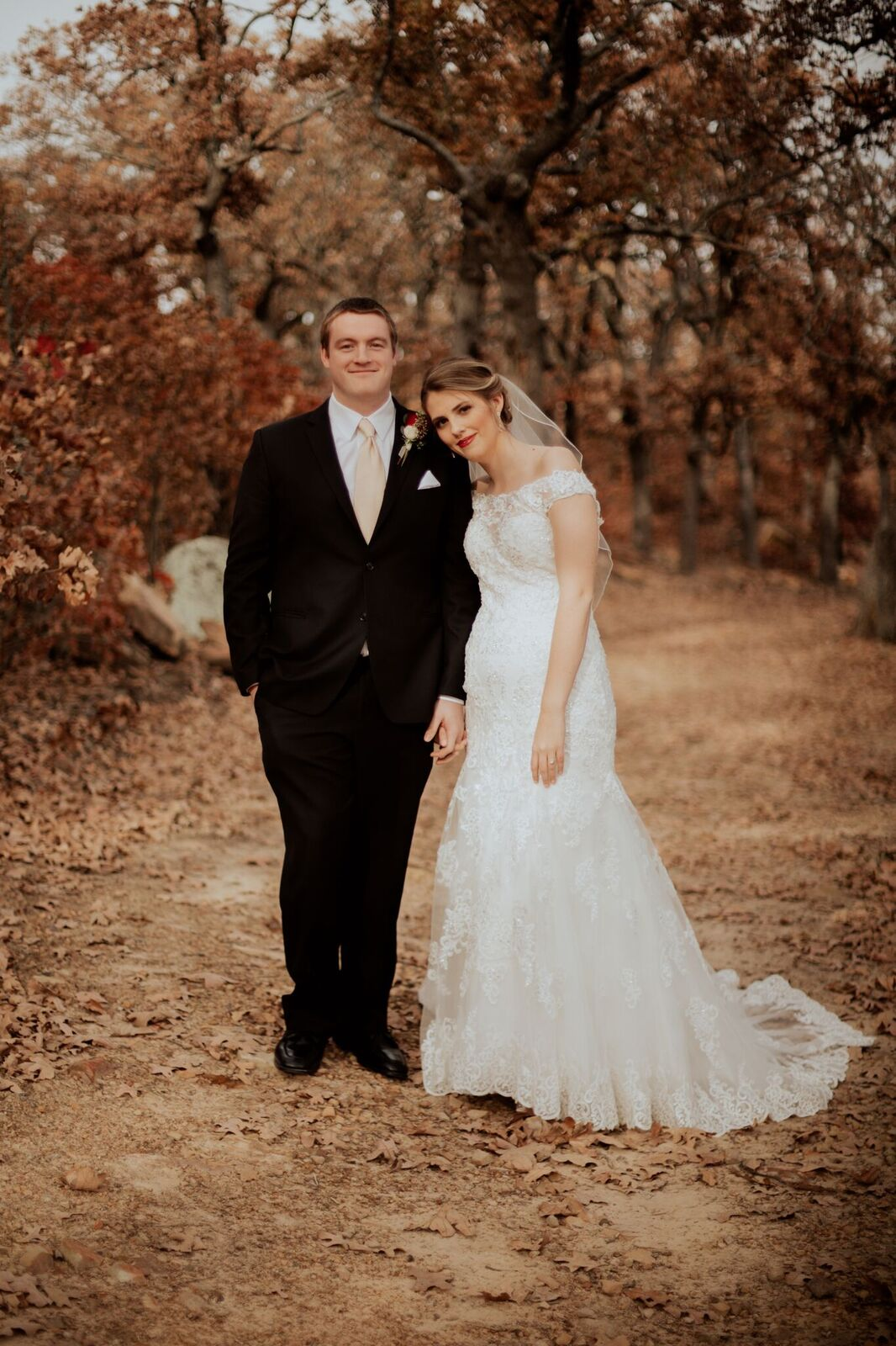 Tulsa Wedding Venue White Barn 10a.jpg