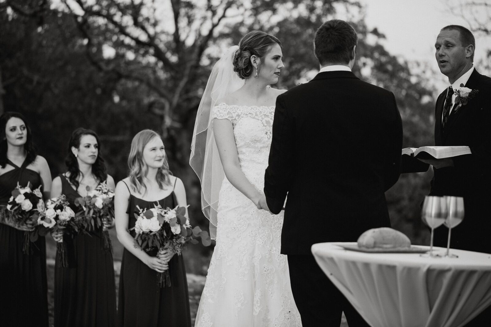 Tulsa Wedding Venue White Barn 17a.jpg