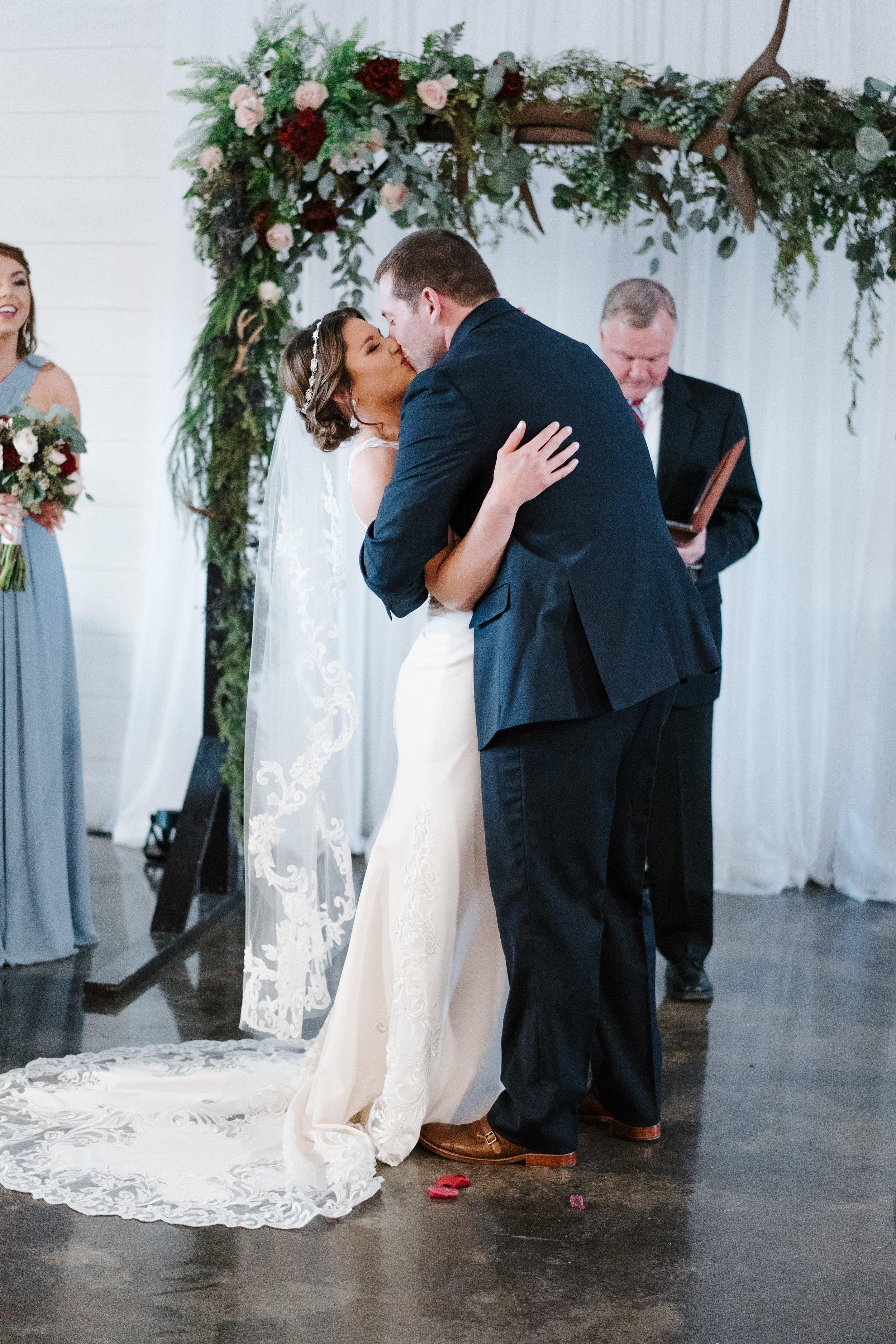 Tulsa Wedding Venues White Barn 31.jpg