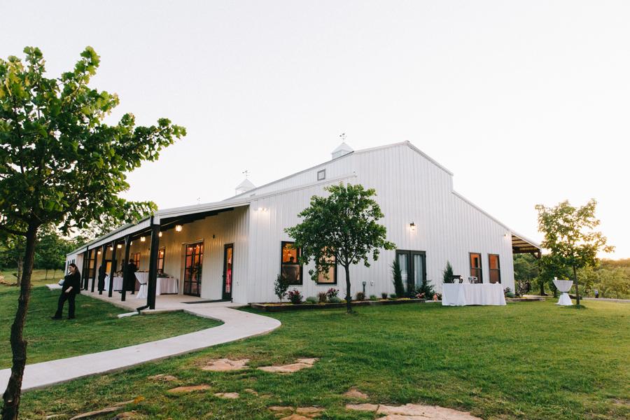 Dream Point Ranch White Barn Tulsa Wedding Venues 9.jpg