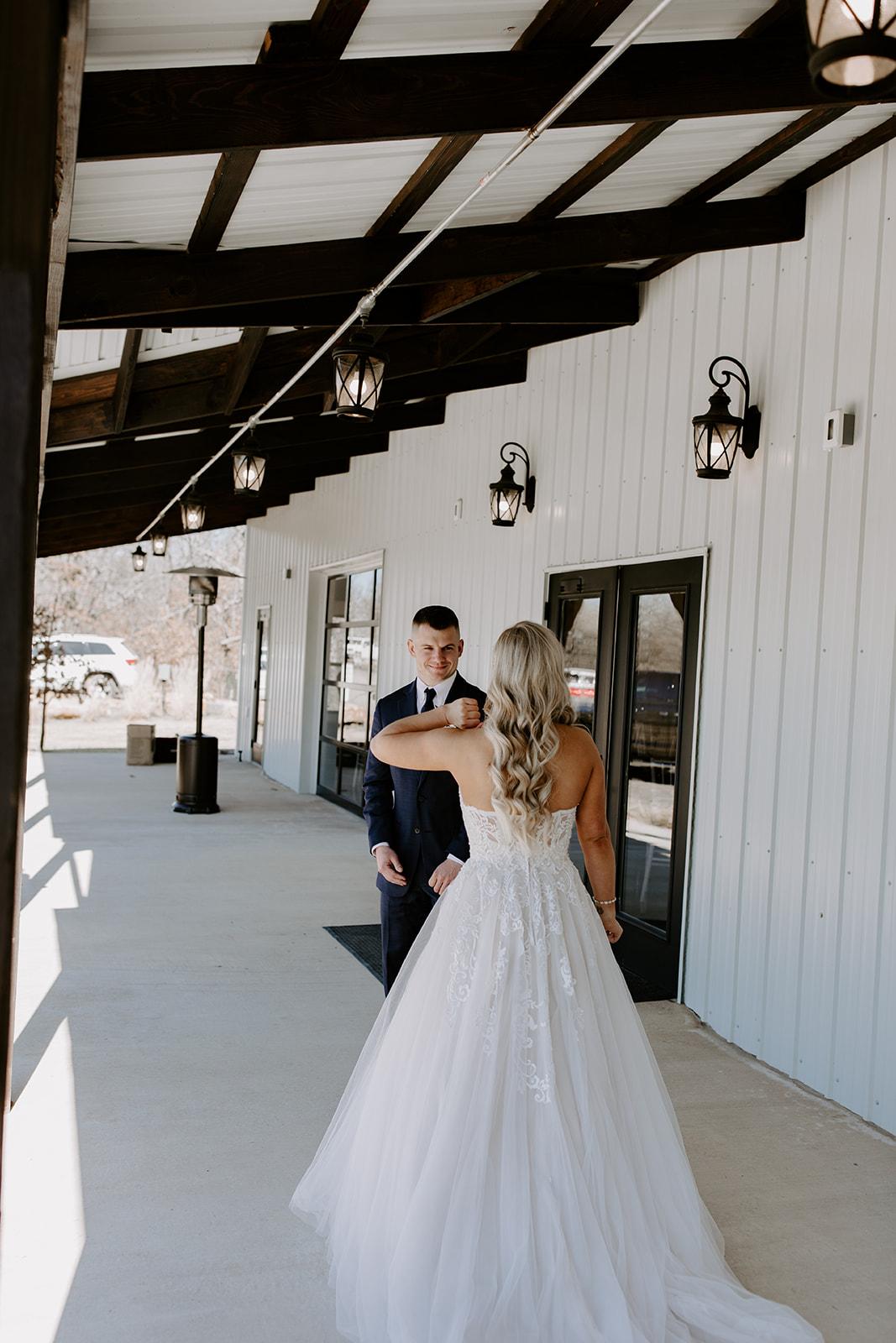 wedding venues tulsa bixby white barn 24.jpg