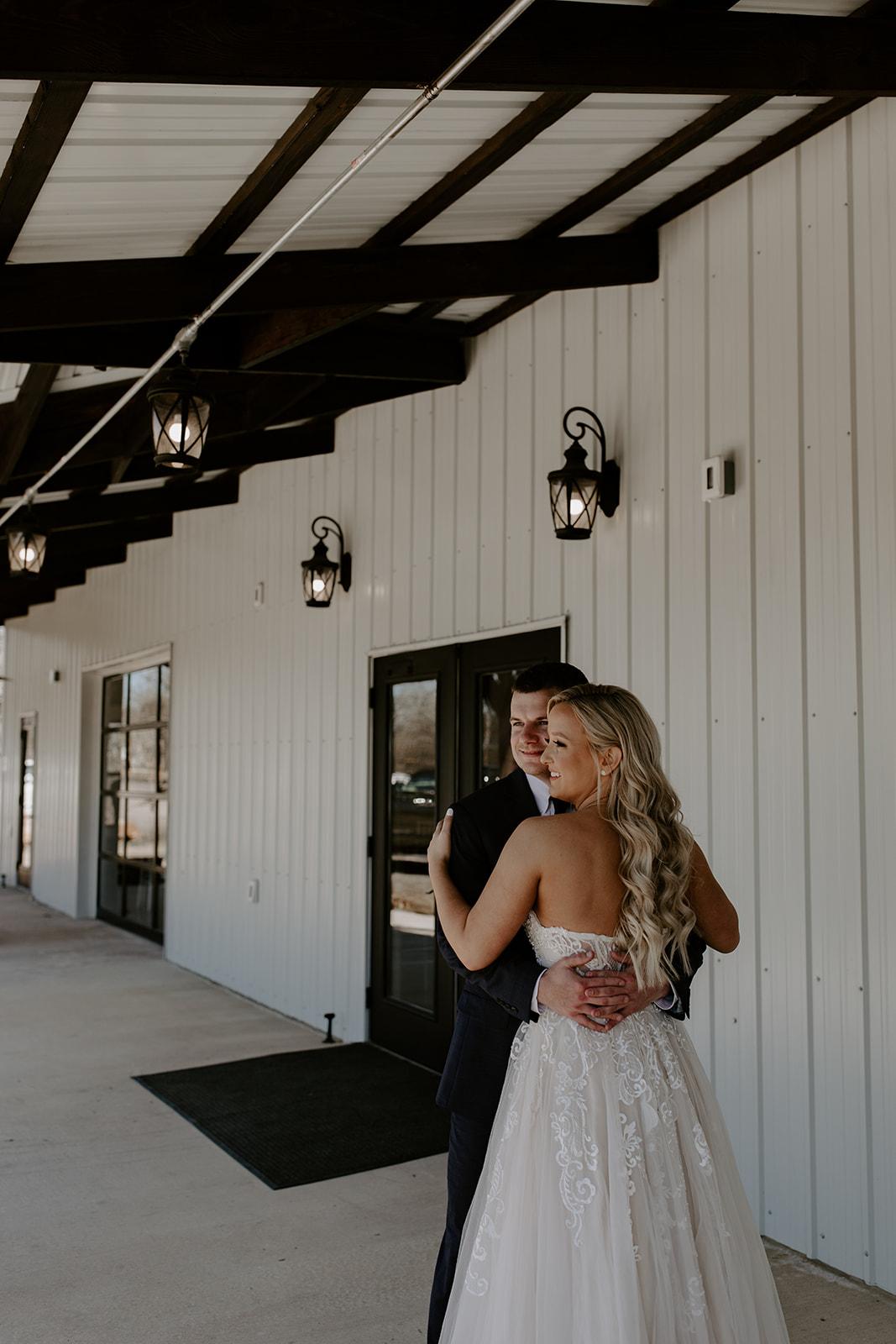 wedding venues tulsa bixby white barn 25a.jpg