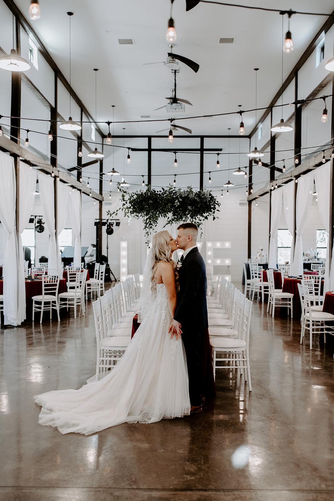 wedding venues tulsa bixby white barn 39.jpg