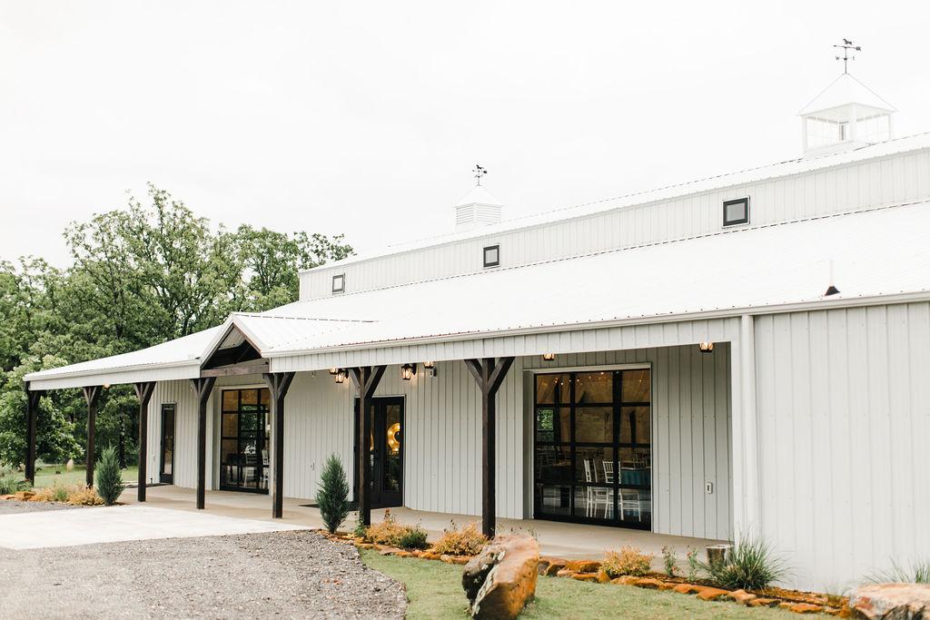 Dream Point Ranch Tulsa's White Barn Wedding Venue 14.jpg