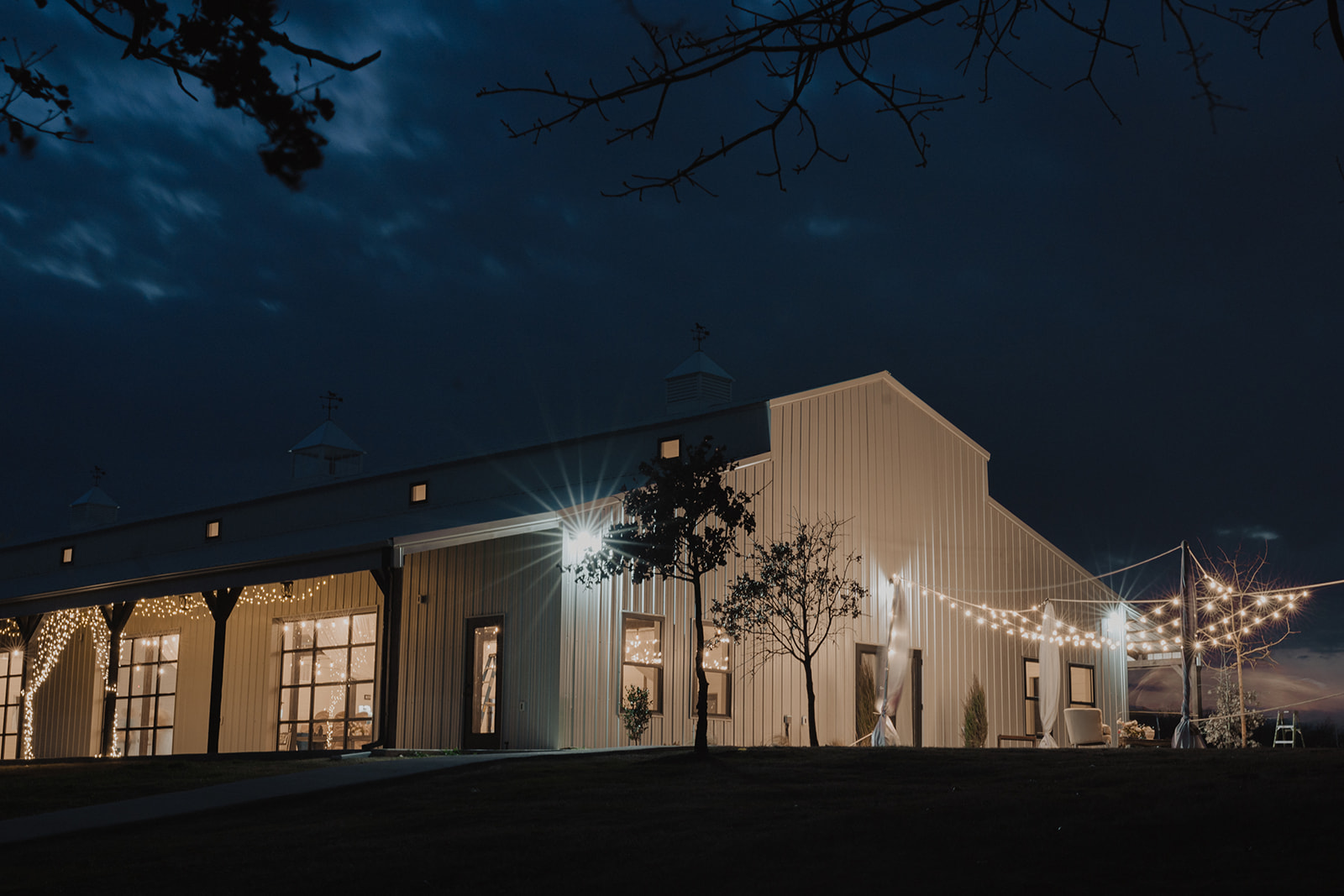 Indoor Ceremony Tulsa Wedding Venue Dream Point Ranch 77.jpg