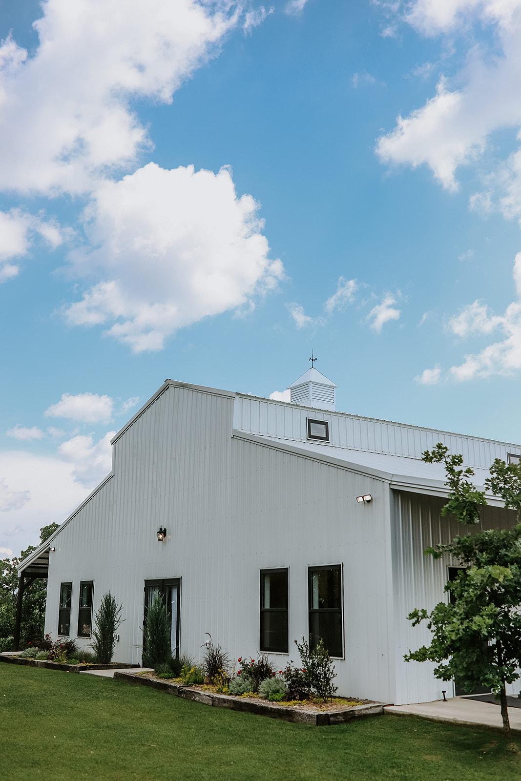 Oklahoma Outdoor Wedding Tulsa White Barn Venue 11.jpg
