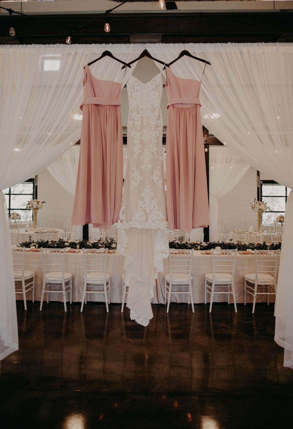Best Oklahoma Outdoor Wedding Venue Tulsa Bixby White Barn 1.jpg