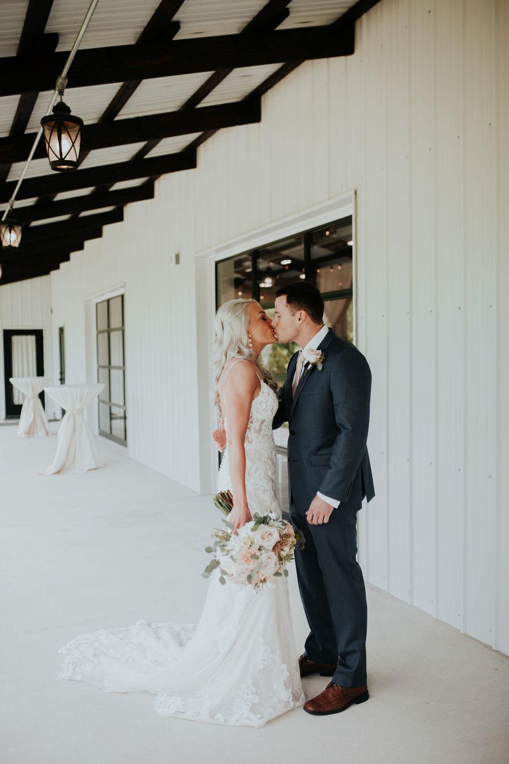 Best Oklahoma Outdoor Wedding Venue Tulsa Bixby White Barn 12.jpg