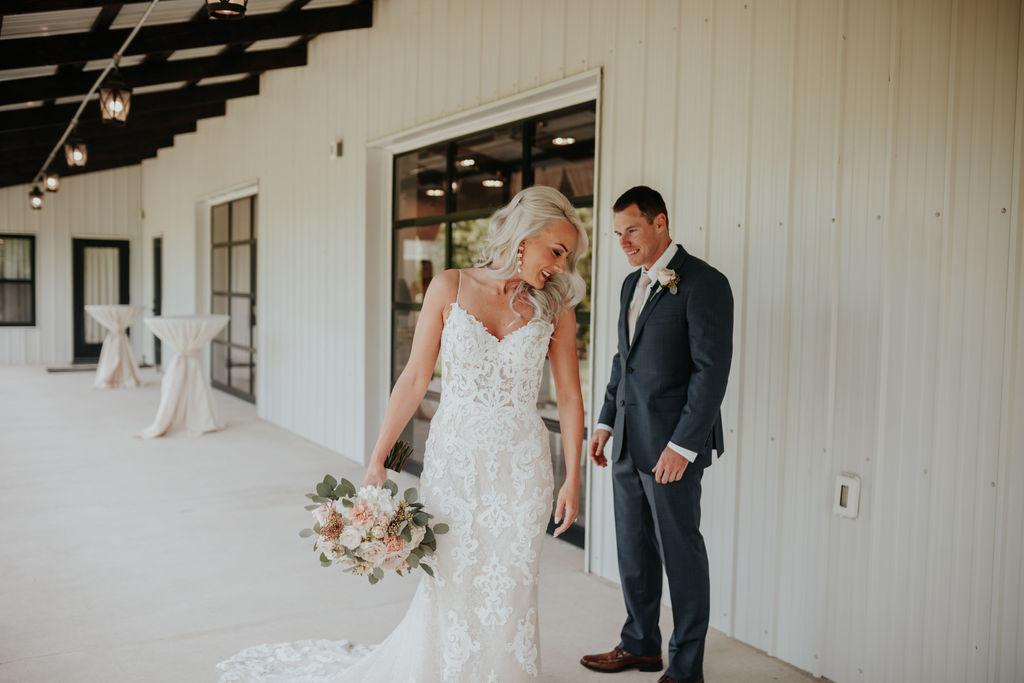 Best Oklahoma Outdoor Wedding Venue Tulsa Bixby White Barn 13.jpg