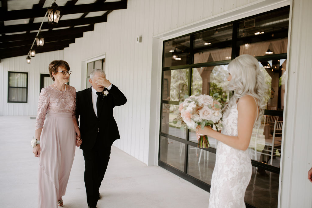 Best Oklahoma Outdoor Wedding Venue Tulsa Bixby White Barn 15.jpg