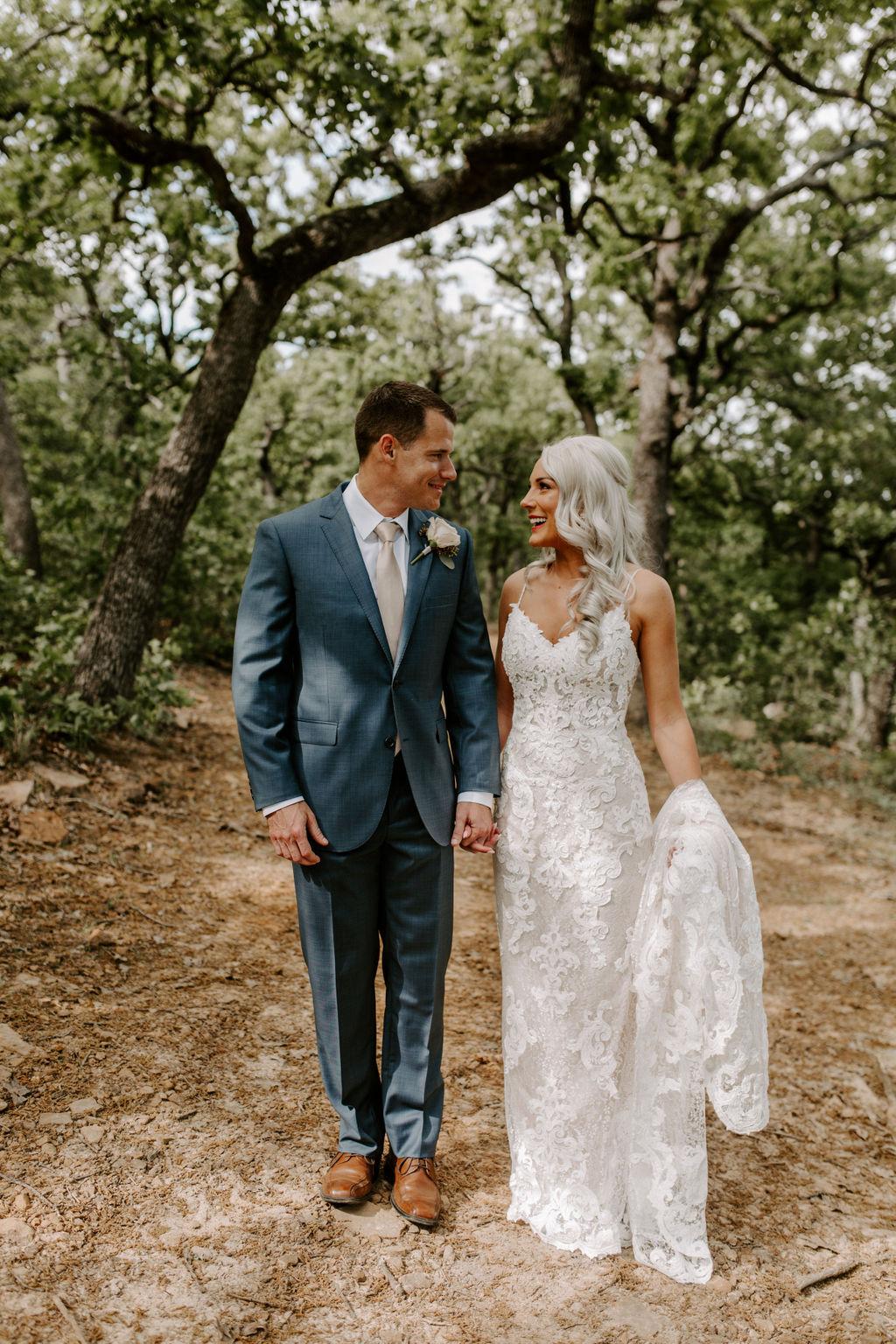Best Oklahoma Outdoor Wedding Venue Tulsa Bixby White Barn 20.jpg