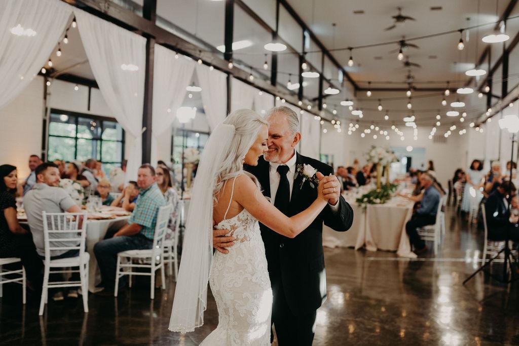 Best Oklahoma Outdoor Wedding Venue Tulsa Bixby White Barn 63.jpg