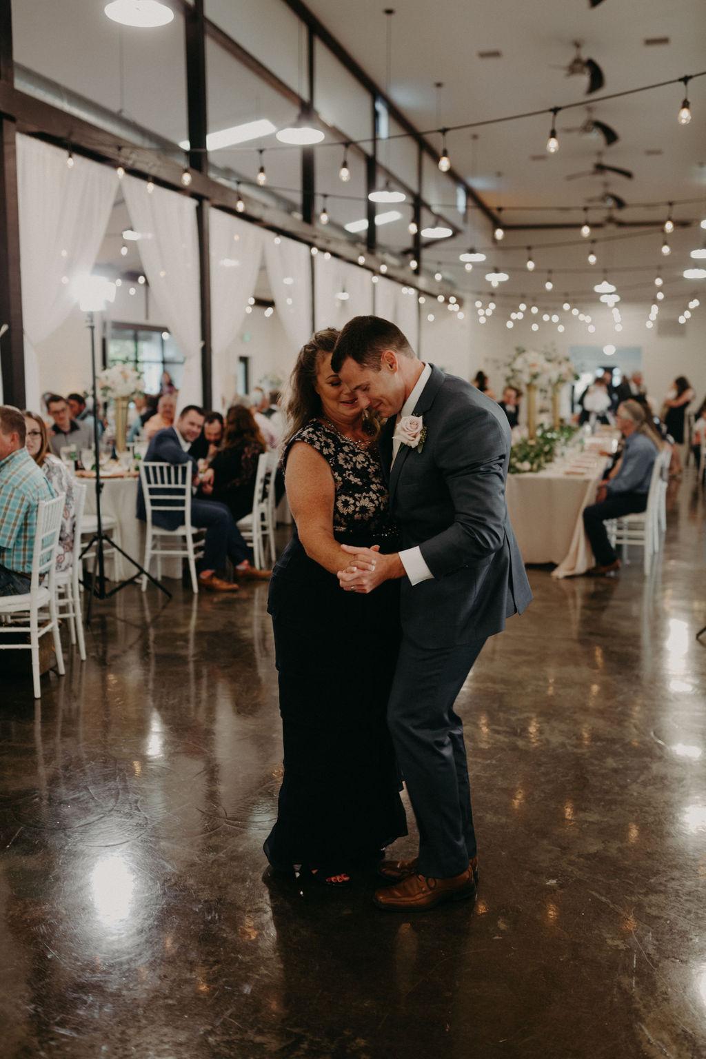 Best Oklahoma Outdoor Wedding Venue Tulsa Bixby White Barn 64.jpg