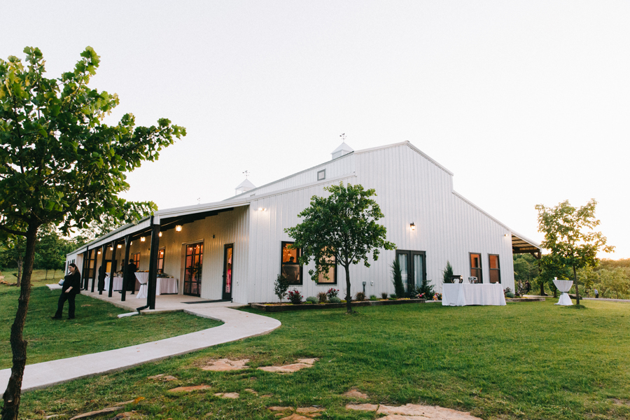 Dream Point Ranch White Barn Tulsa Wedding Venues 9.jpg