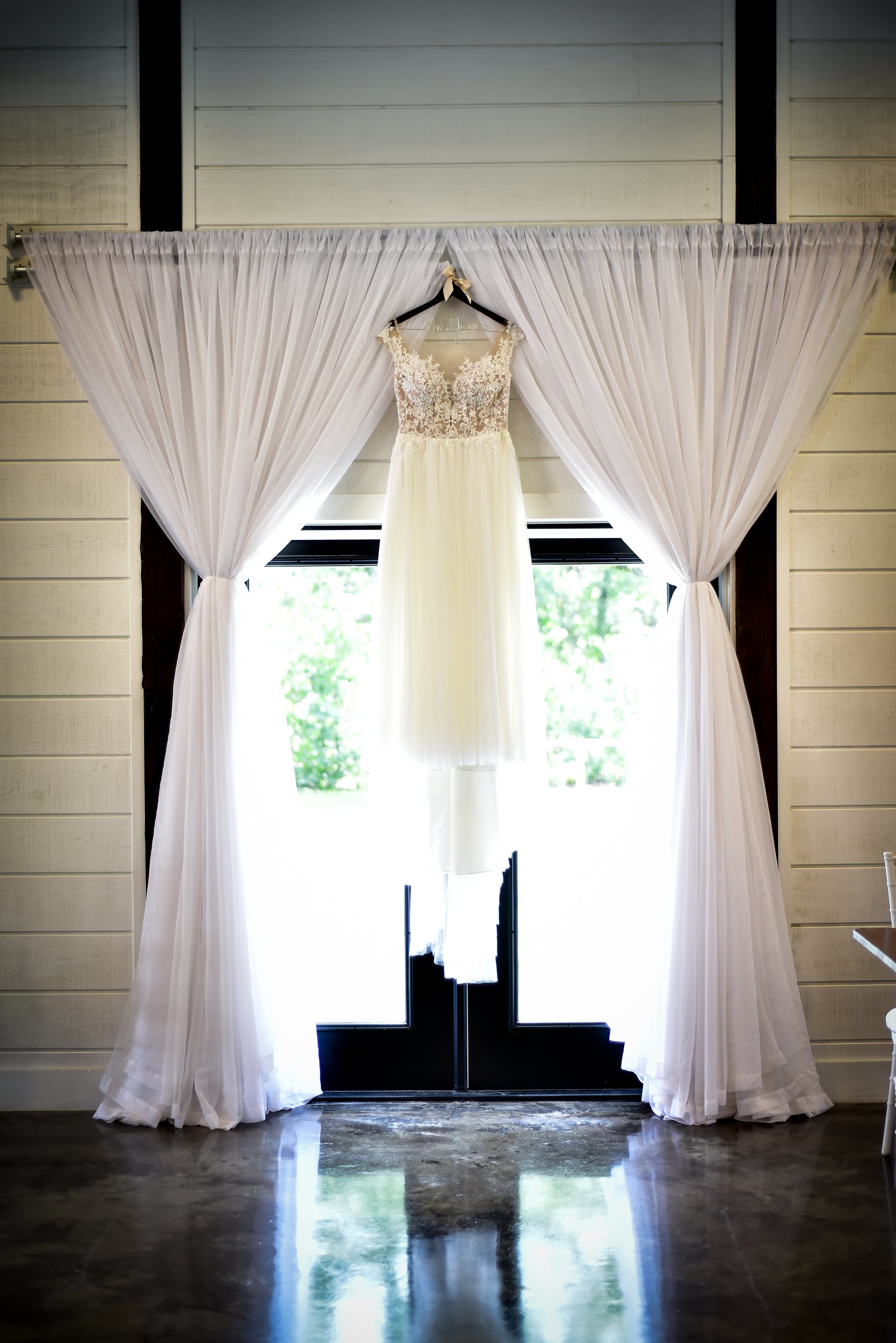 Modern Bright Light White Tulsa Wedding Venue 4-min.jpg