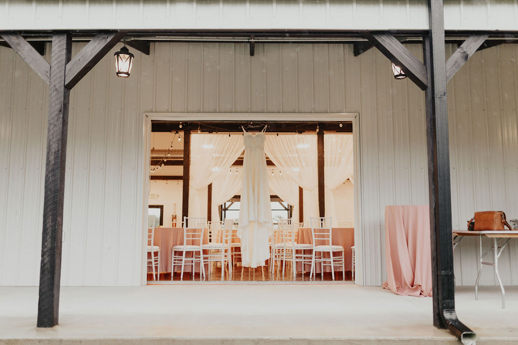 Tulsa Bixby Oklahoma White Barn Wedding Venue 0b.jpg