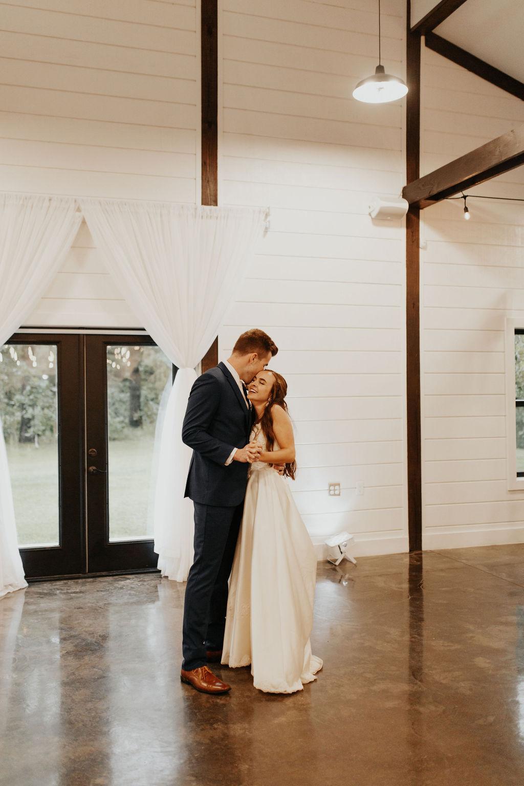 Tulsa Bixby Oklahoma White Barn Wedding Venue 24.jpg