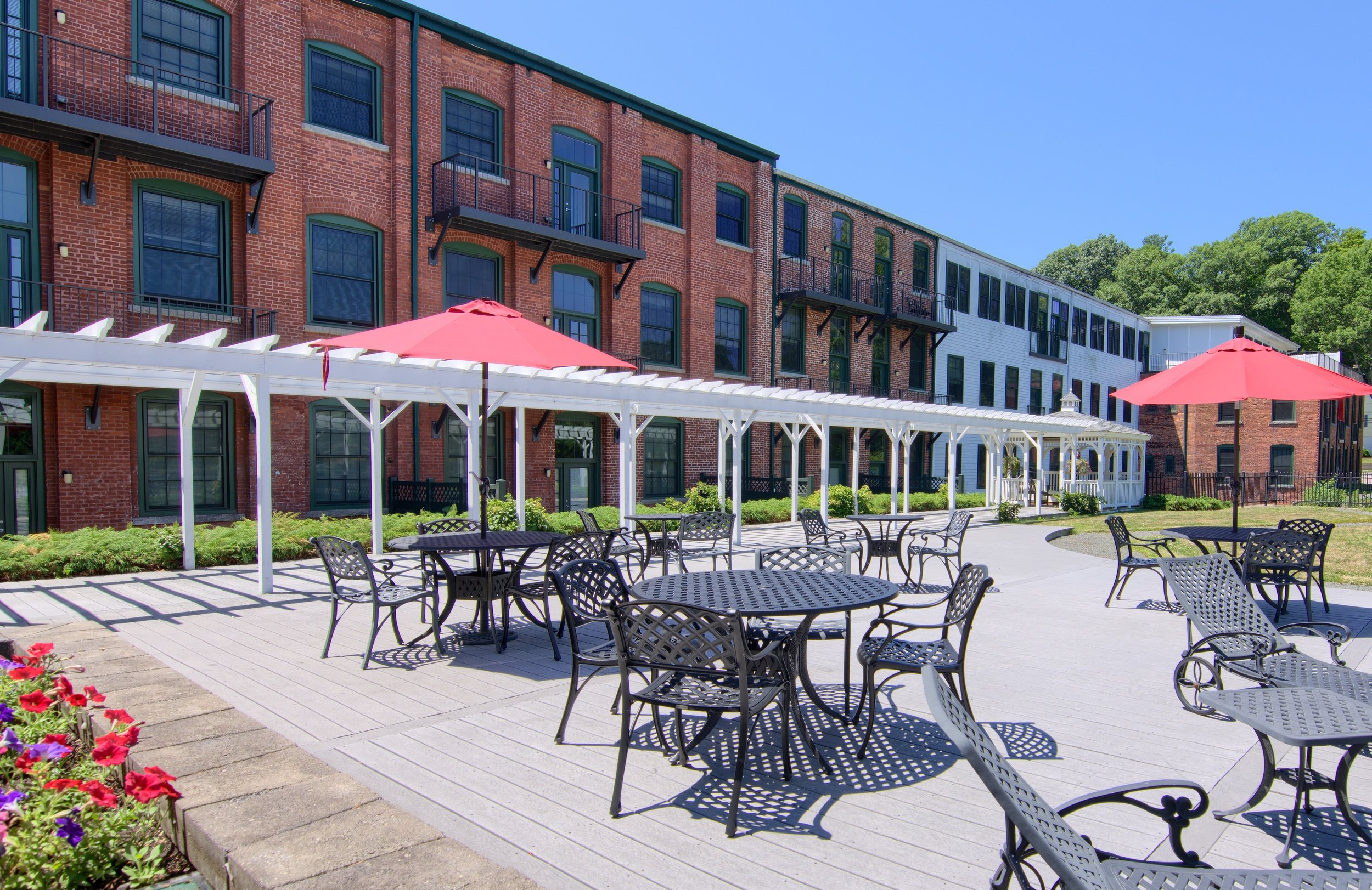 Escape Outdoors - Enjoy sweeping of Addison Pond with easy access to the heart of Glastonbury, Whole Foods, shopping, fine dining, and Hartford.