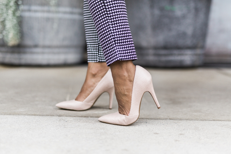 Mid-Rise Pixie Ankle Pants.jpg