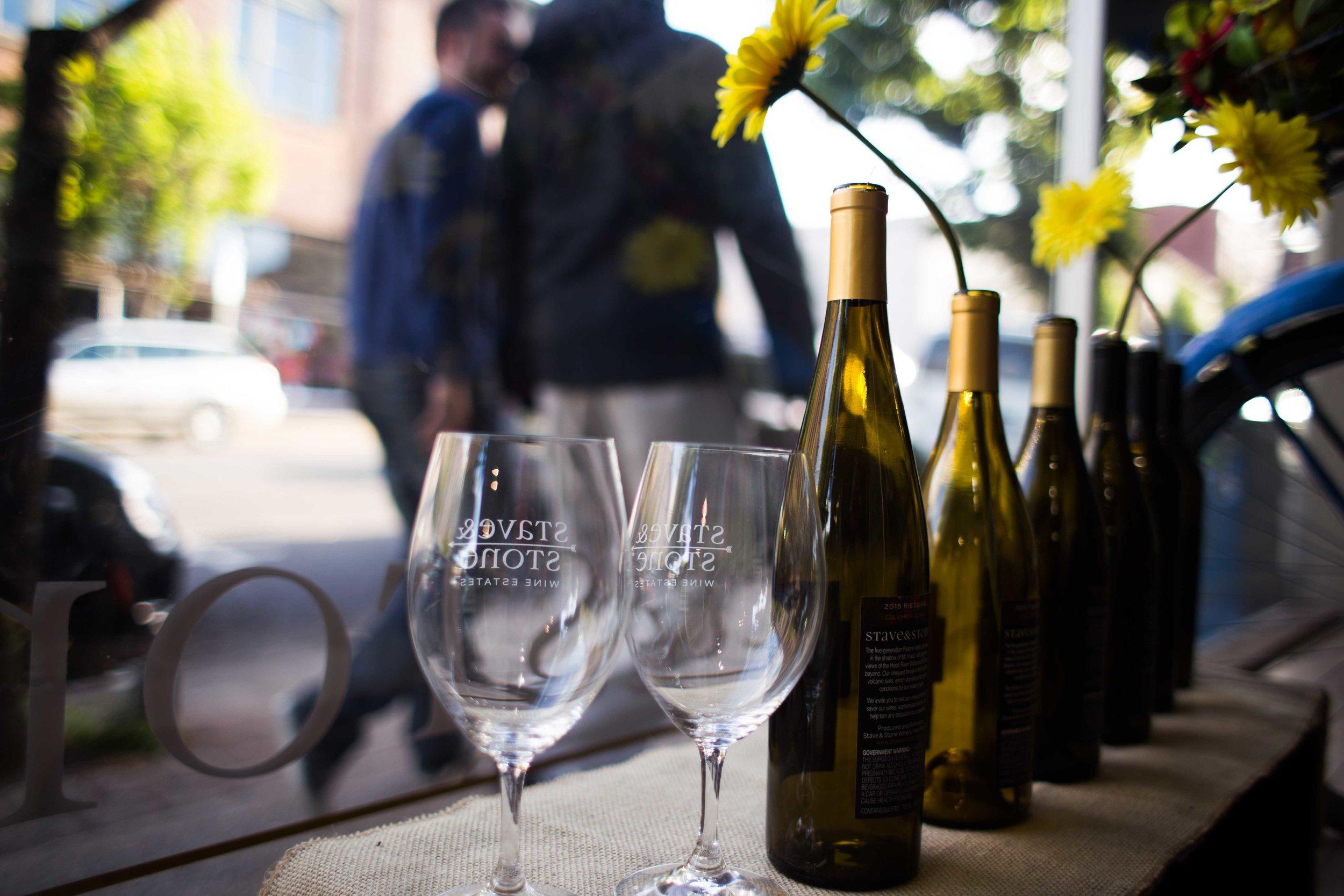 Hood River Wine Alliance Wine Walk Columbia Gorge Downtown Tasting Rooms Wineries Drink Taste Explore Columbia Gorge Oregon Washington-21.jpg