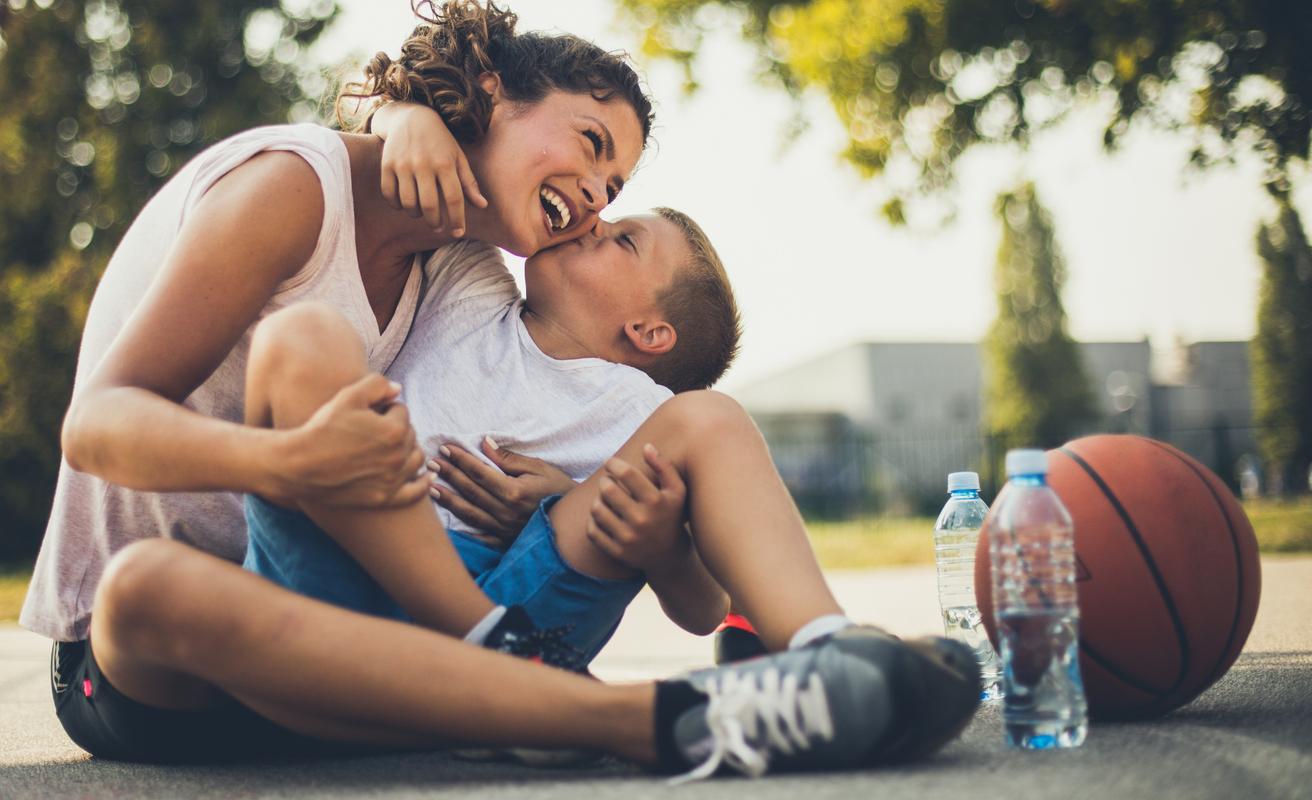 biolever women probiotics - healthy mom with kid - sport basketball.jpg