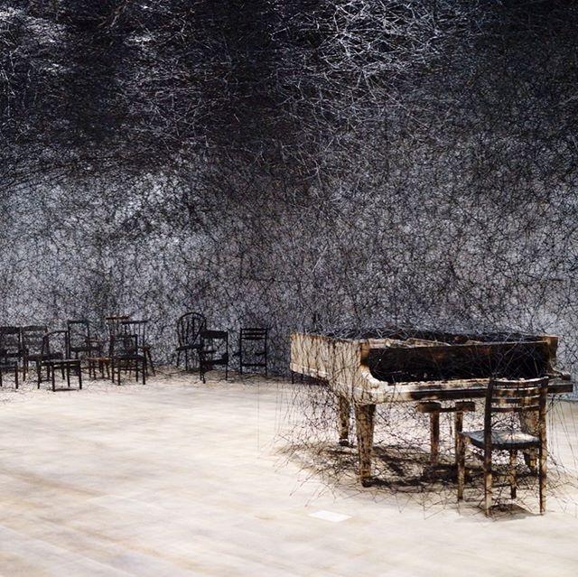 「塩田千春展 魂がふるえる」 Shiota Chiharu: The Soul Trembles . Maybe we shouldn't  have a chance to see such impressive installations of her in Japan for a while. 6/20 - 10/27. Must see! . すごい展示です!日本でこの規模の塩田さんのインスタレーションが見られる機会は、まずしばらくないはず。 作品はもちろんですが、彼女のクロノロジーや、自身のことばで綴られたキャプションも含めて、とても見応えありました。明日から10月27日まで! . . . #chiharushiota #chiharushiotaart #moriartmuseum #tokyo #galleryhopping #installation
