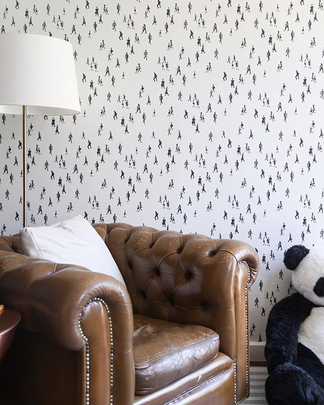 Beautiful install of OKTOBER in white in a cute baby boy's nursery! Such a fun graphic print for little minds to wonder- ⬛️⬜️ #taylorwmurphy #wallpaper