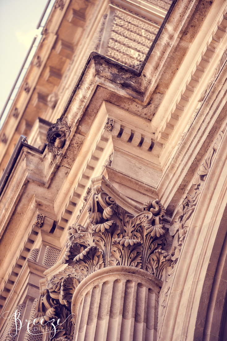 Paris_Louvre_column-Ed.jpg