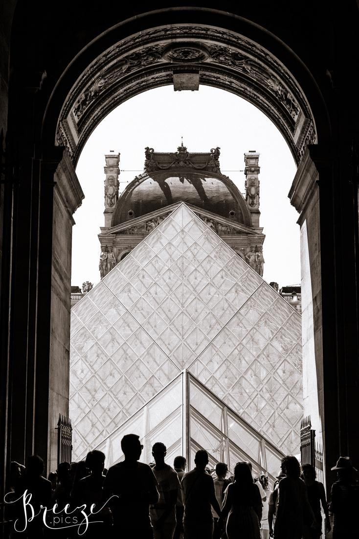 Black&White_Louvre.jpg