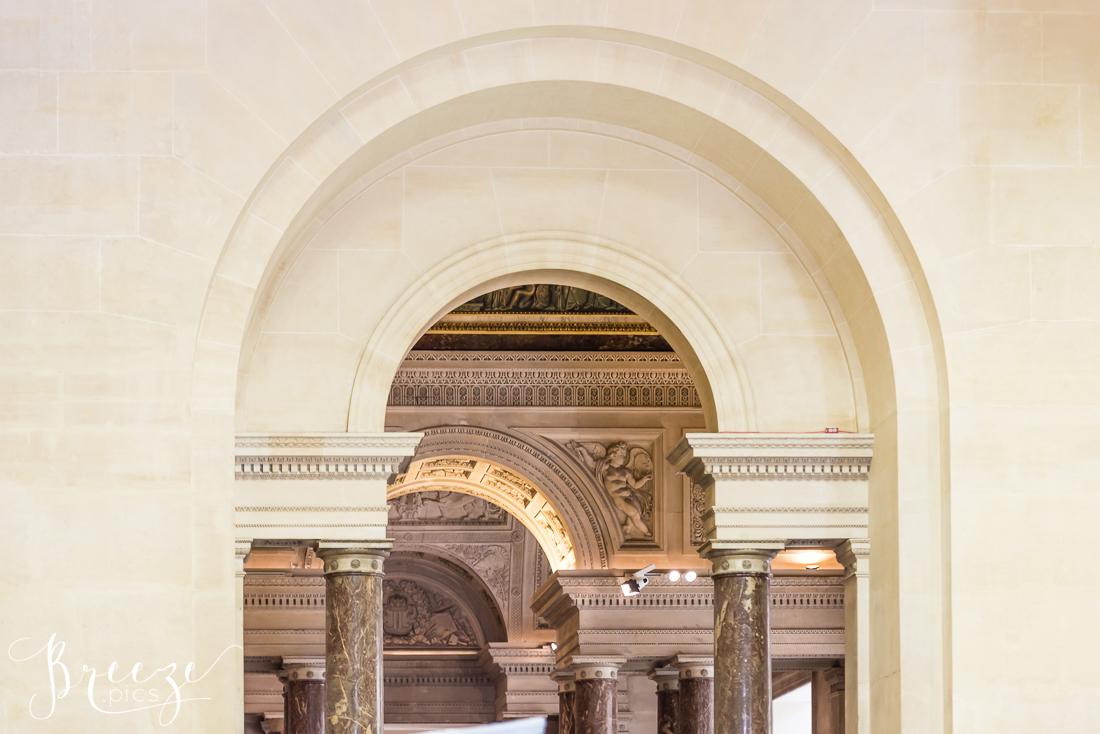 Louvre_Interior_Arches.jpg